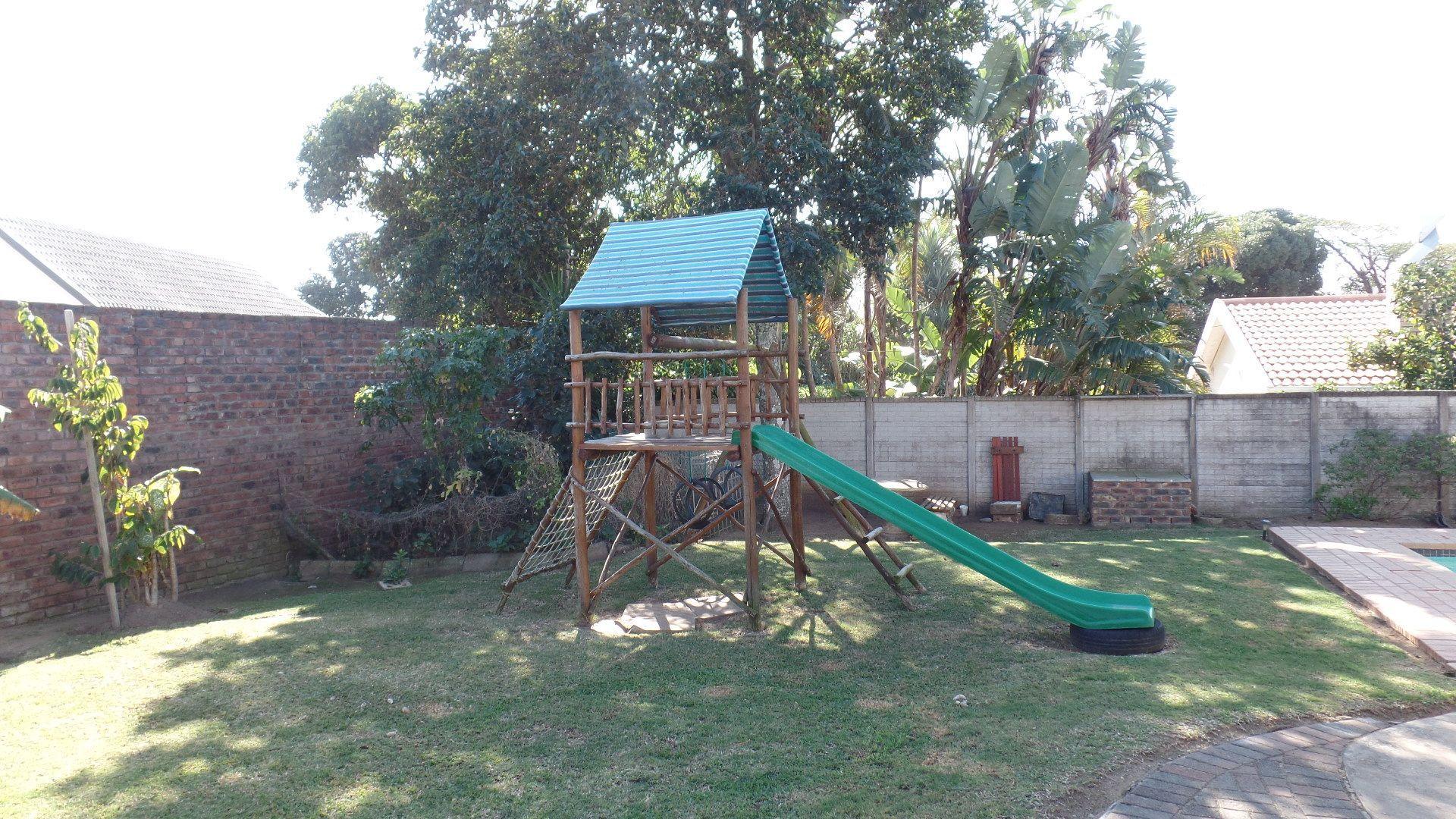 Bonza Bay property for sale. Ref No: 13502817. Picture no 23