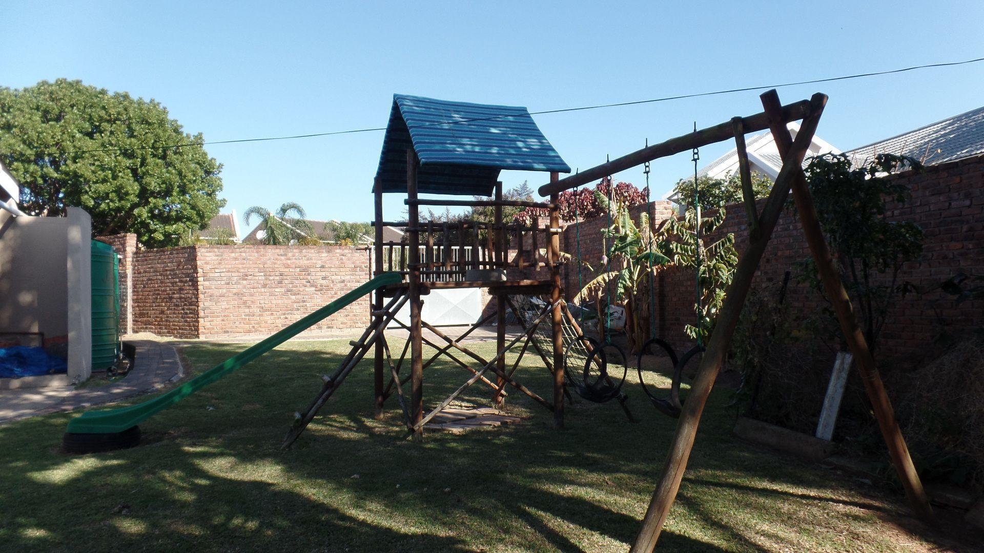 Bonza Bay property for sale. Ref No: 13502817. Picture no 24