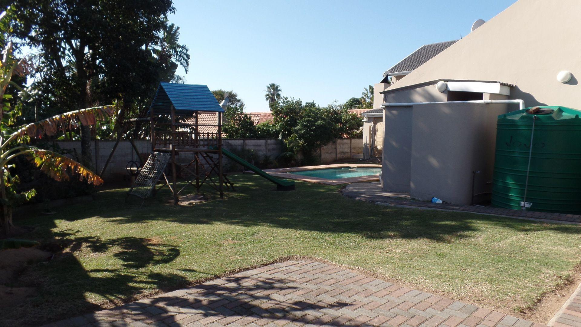 Bonza Bay property for sale. Ref No: 13502817. Picture no 25
