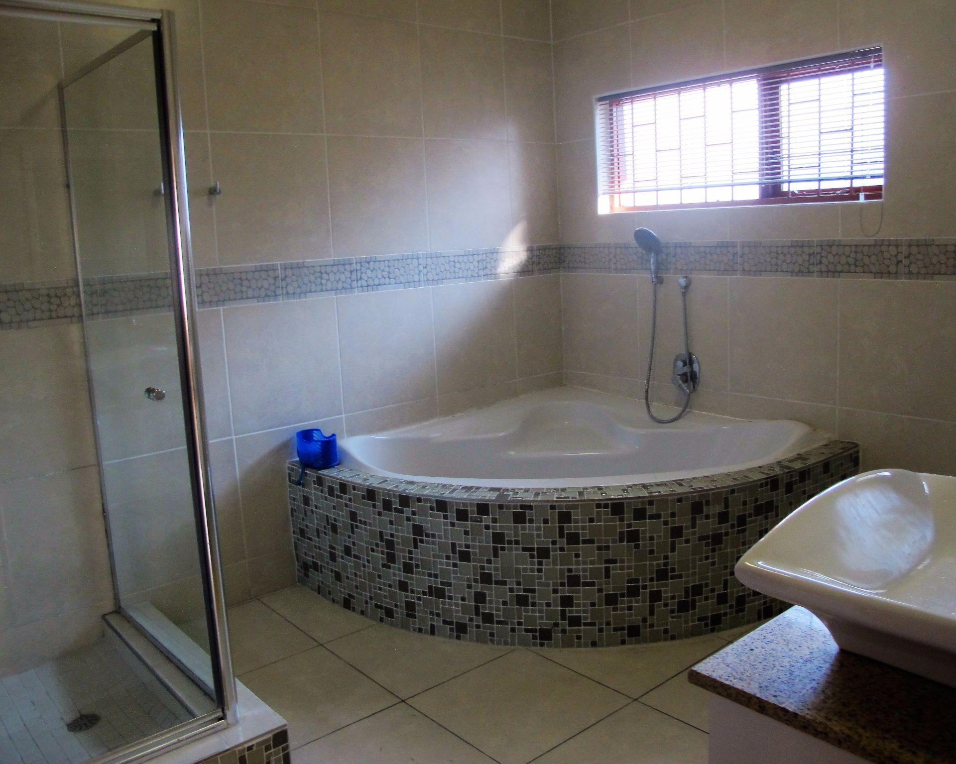 Selborne property for sale. Ref No: 13506256. Picture no 18