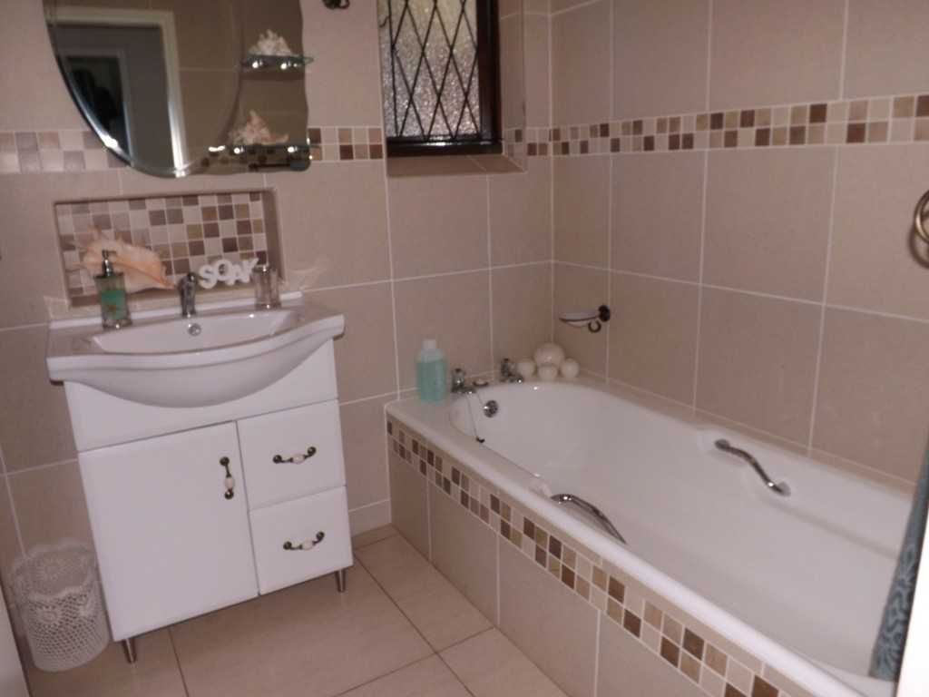 Ramsgate property for sale. Ref No: 3147022. Picture no 15