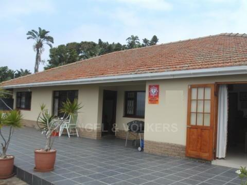 Property and Houses for sale in Umzumbe, House, 4 Bedrooms - ZAR 2,400,000