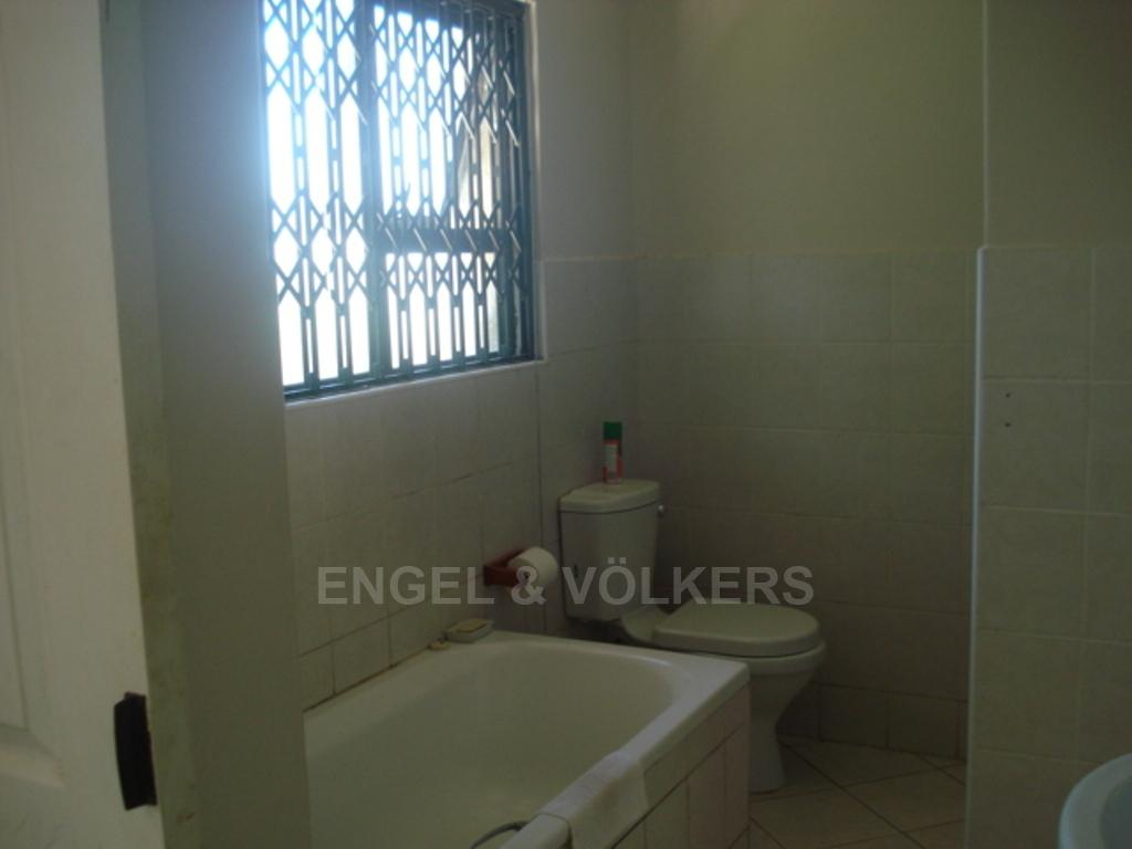 Uvongo property for sale. Ref No: 3216773. Picture no 8