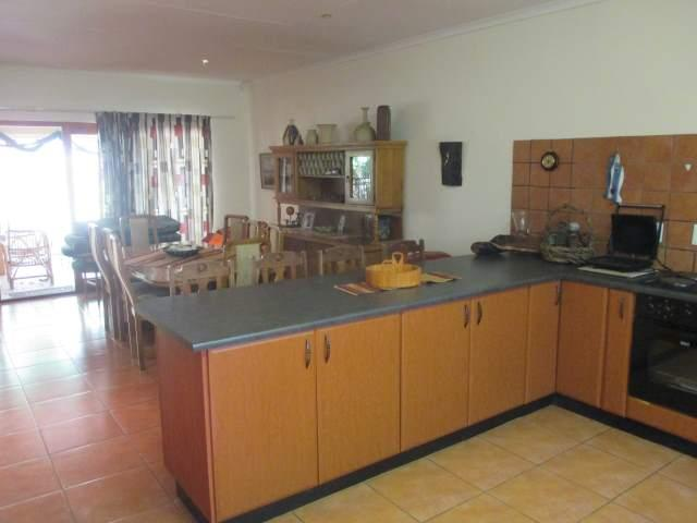 Marina Beach property for sale. Ref No: 12795038. Picture no 9