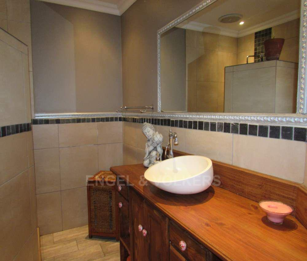 Margate property for sale. Ref No: 13491488. Picture no 16