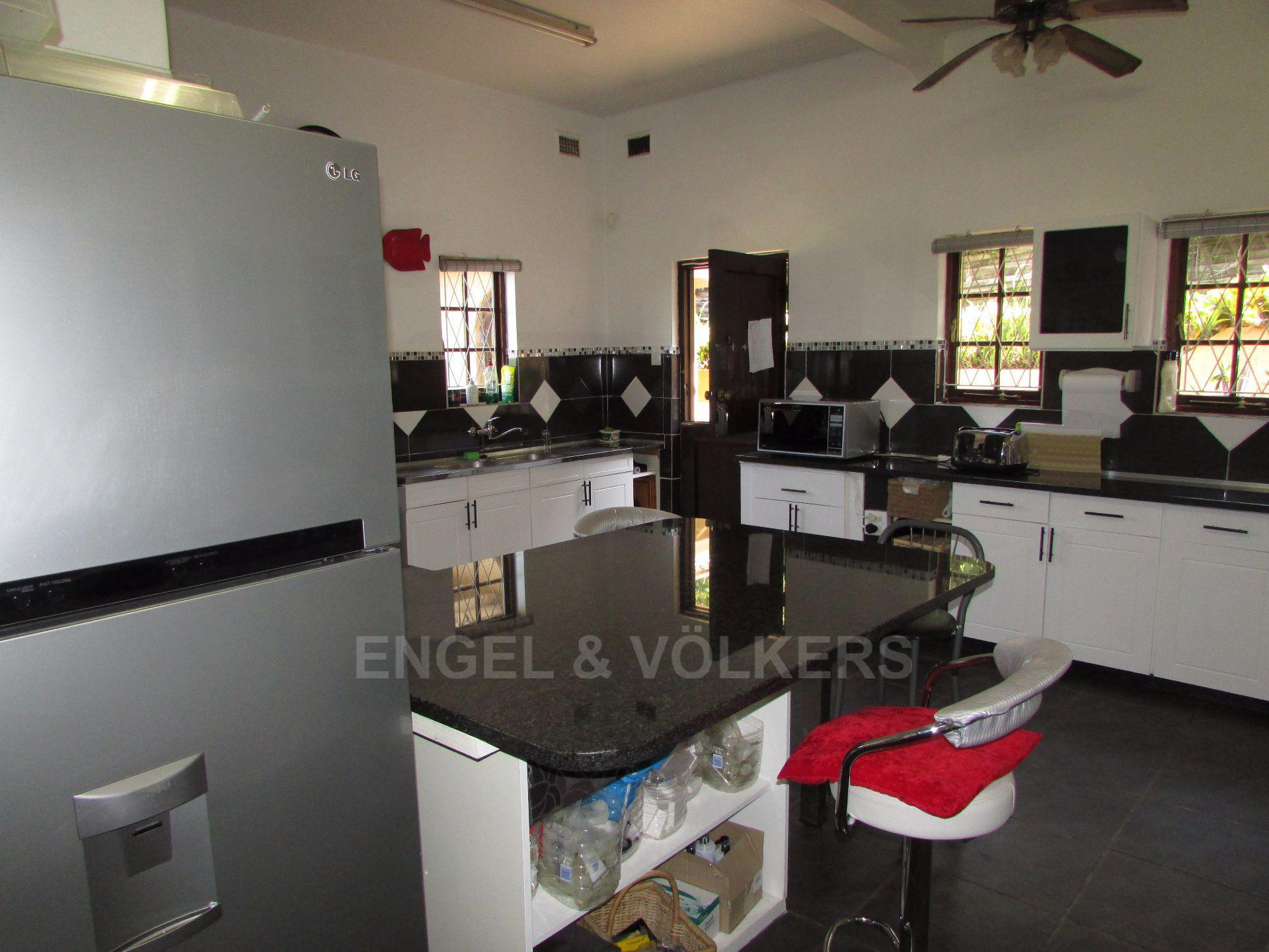 Uvongo property for sale. Ref No: 13533165. Picture no 5