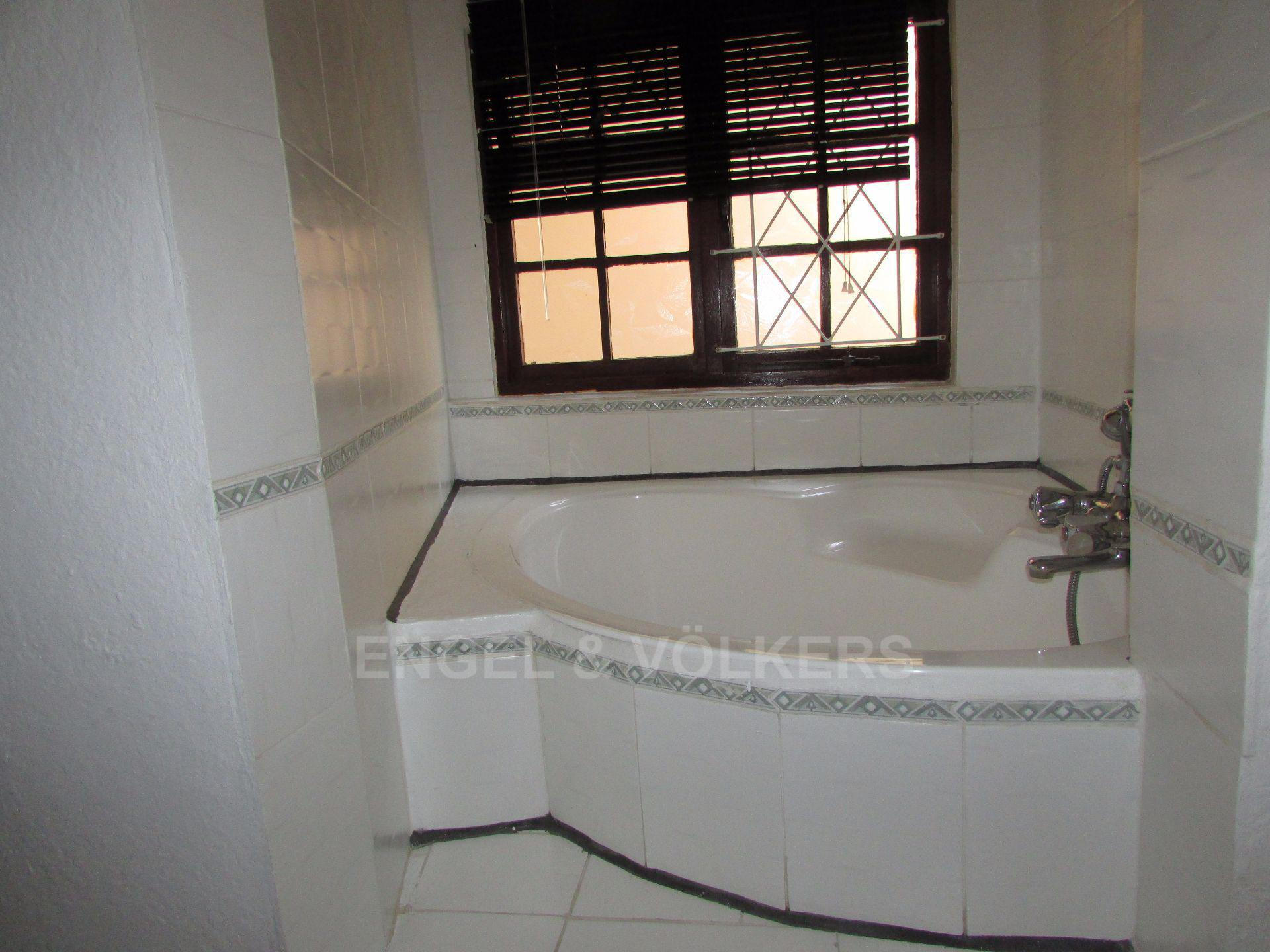 Uvongo property for sale. Ref No: 13533165. Picture no 30