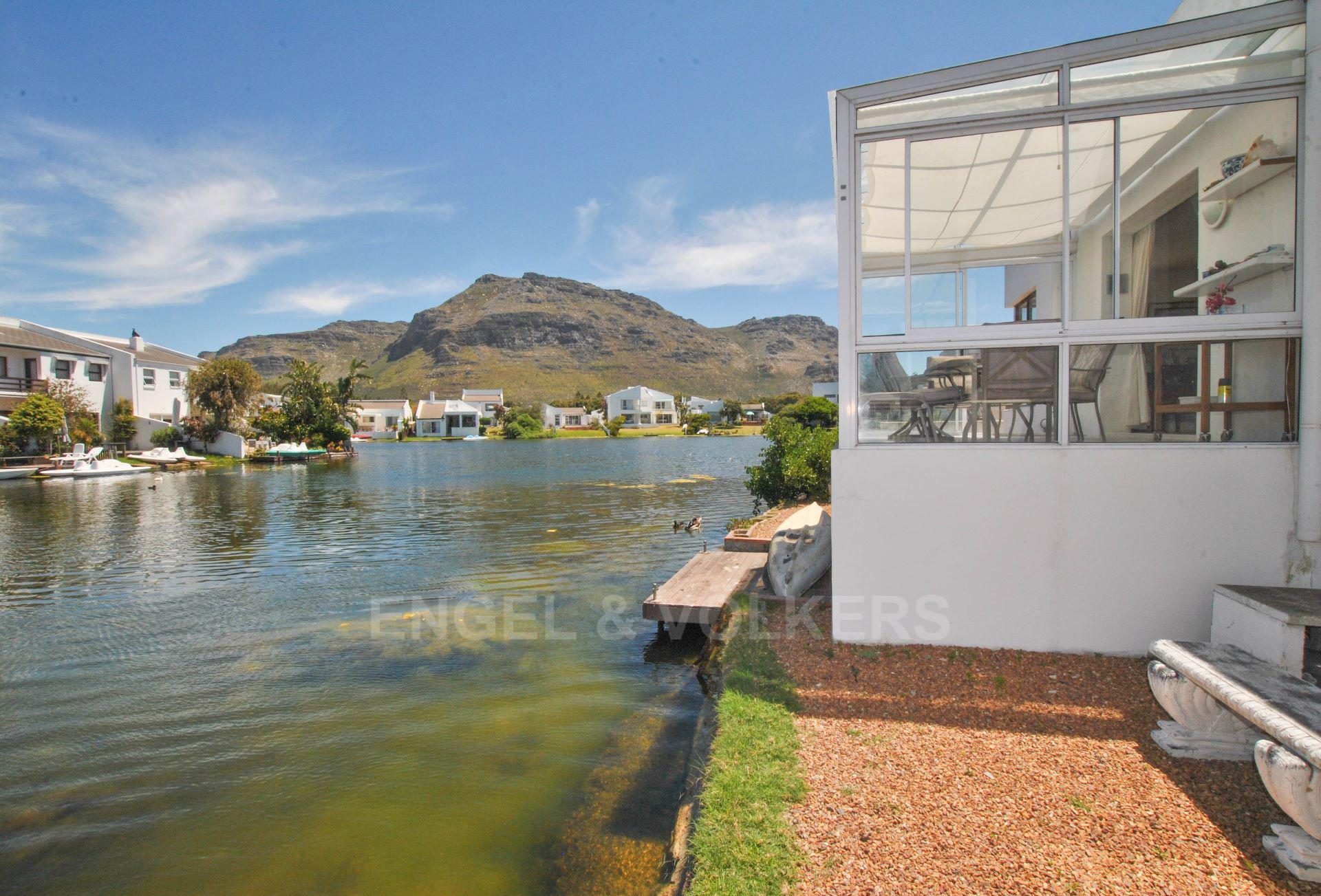 Marina Da Gama property for sale. Ref No: 13563396. Picture no 1