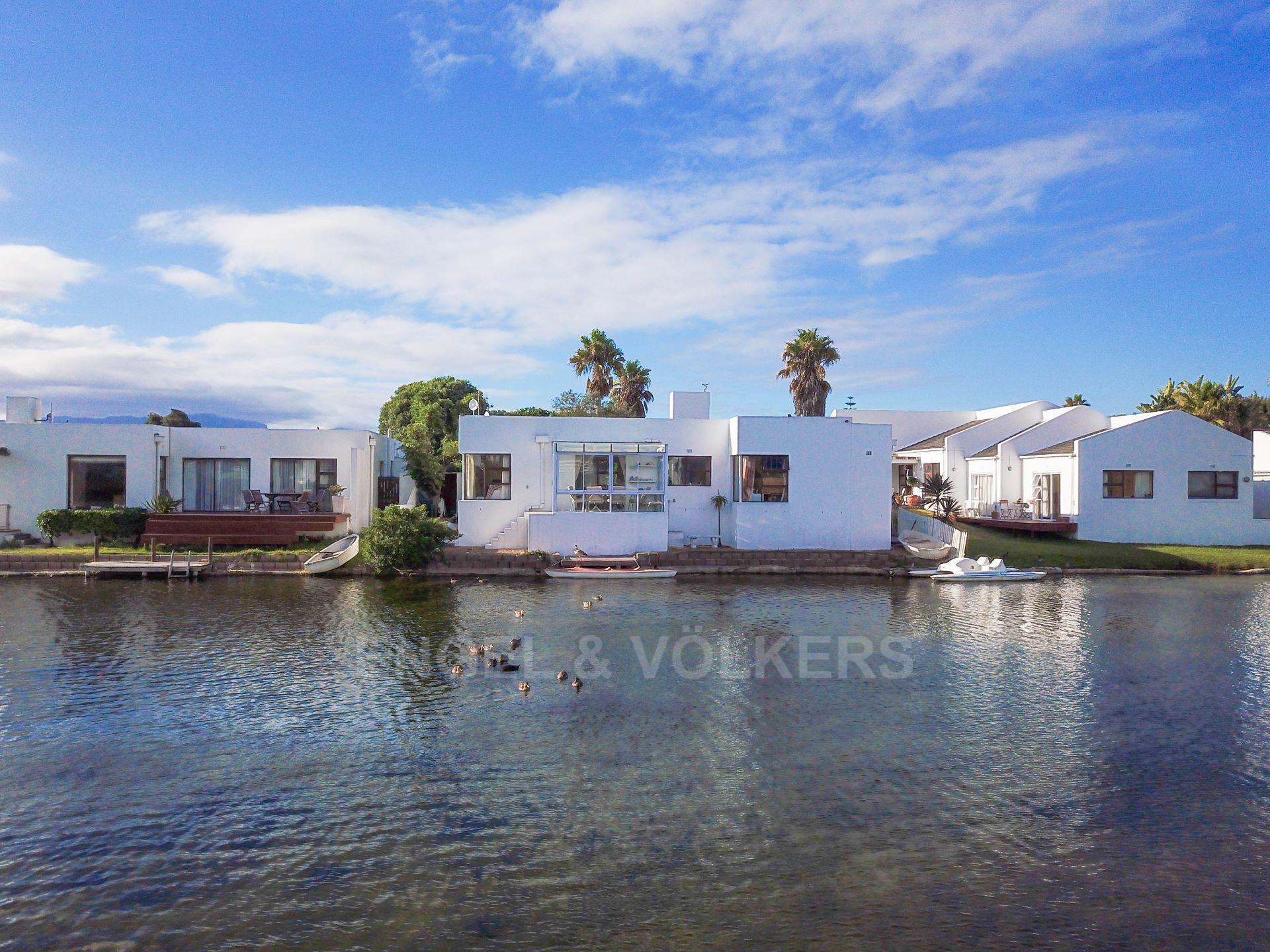 Marina Da Gama property for sale. Ref No: 13563396. Picture no 2