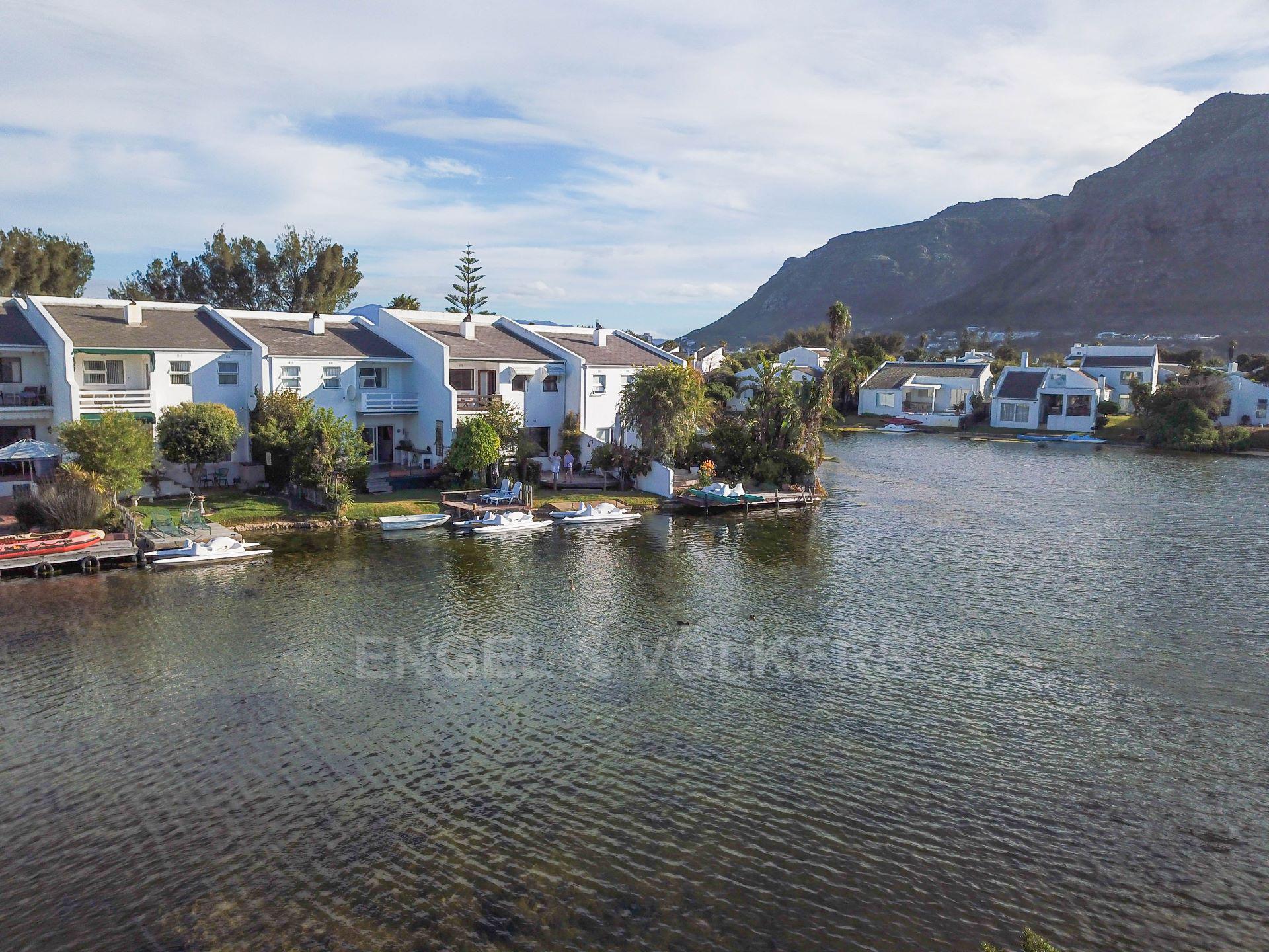 Marina Da Gama property for sale. Ref No: 13563396. Picture no 4
