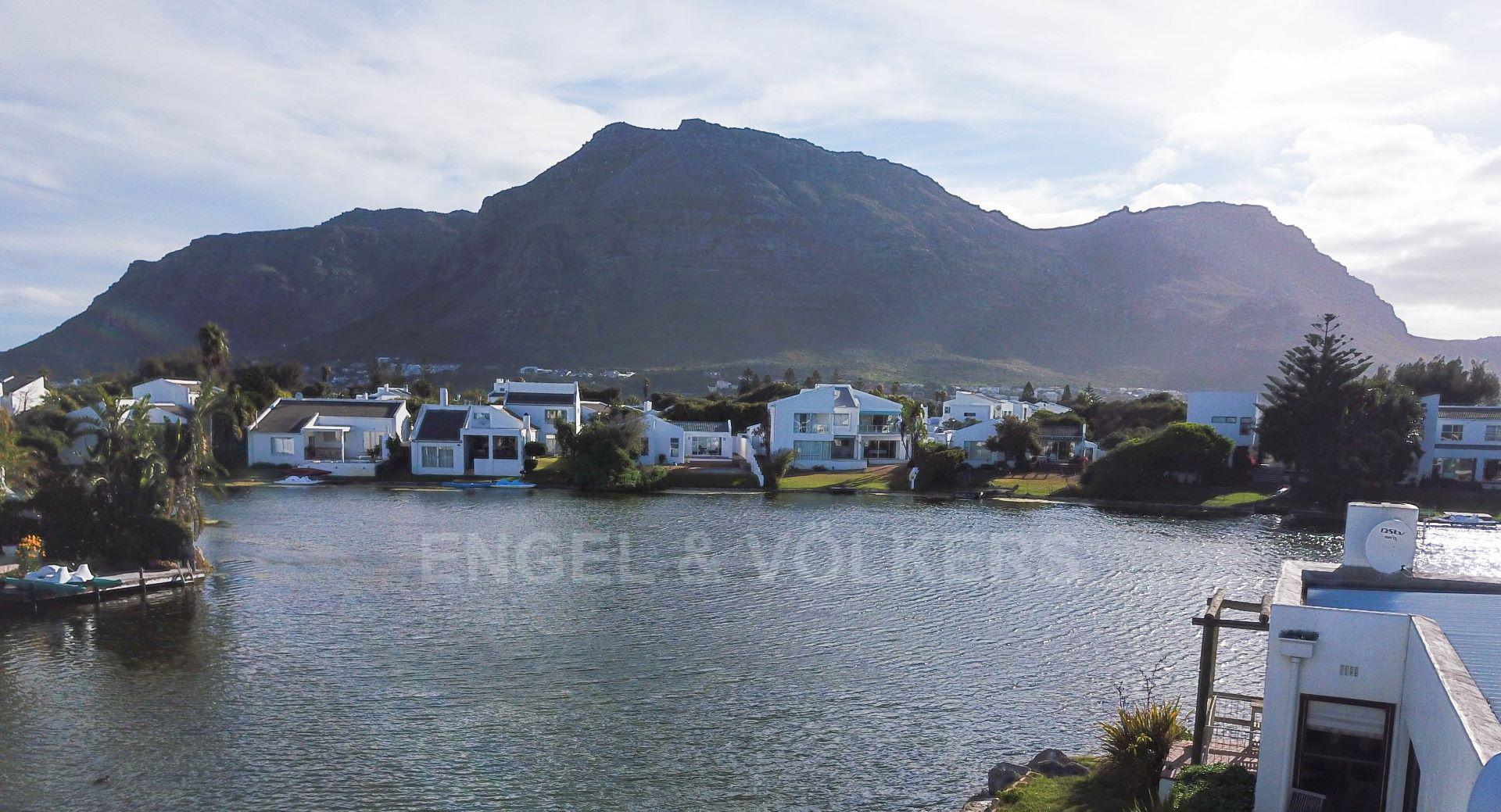 Marina Da Gama property for sale. Ref No: 13563396. Picture no 19