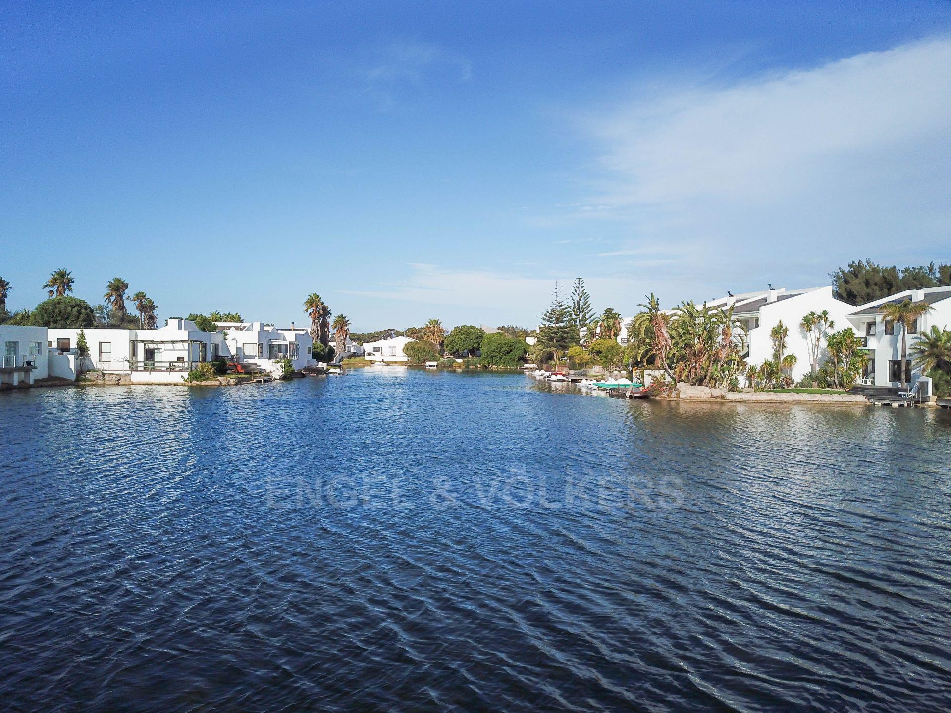 Marina Da Gama property for sale. Ref No: 13563396. Picture no 5