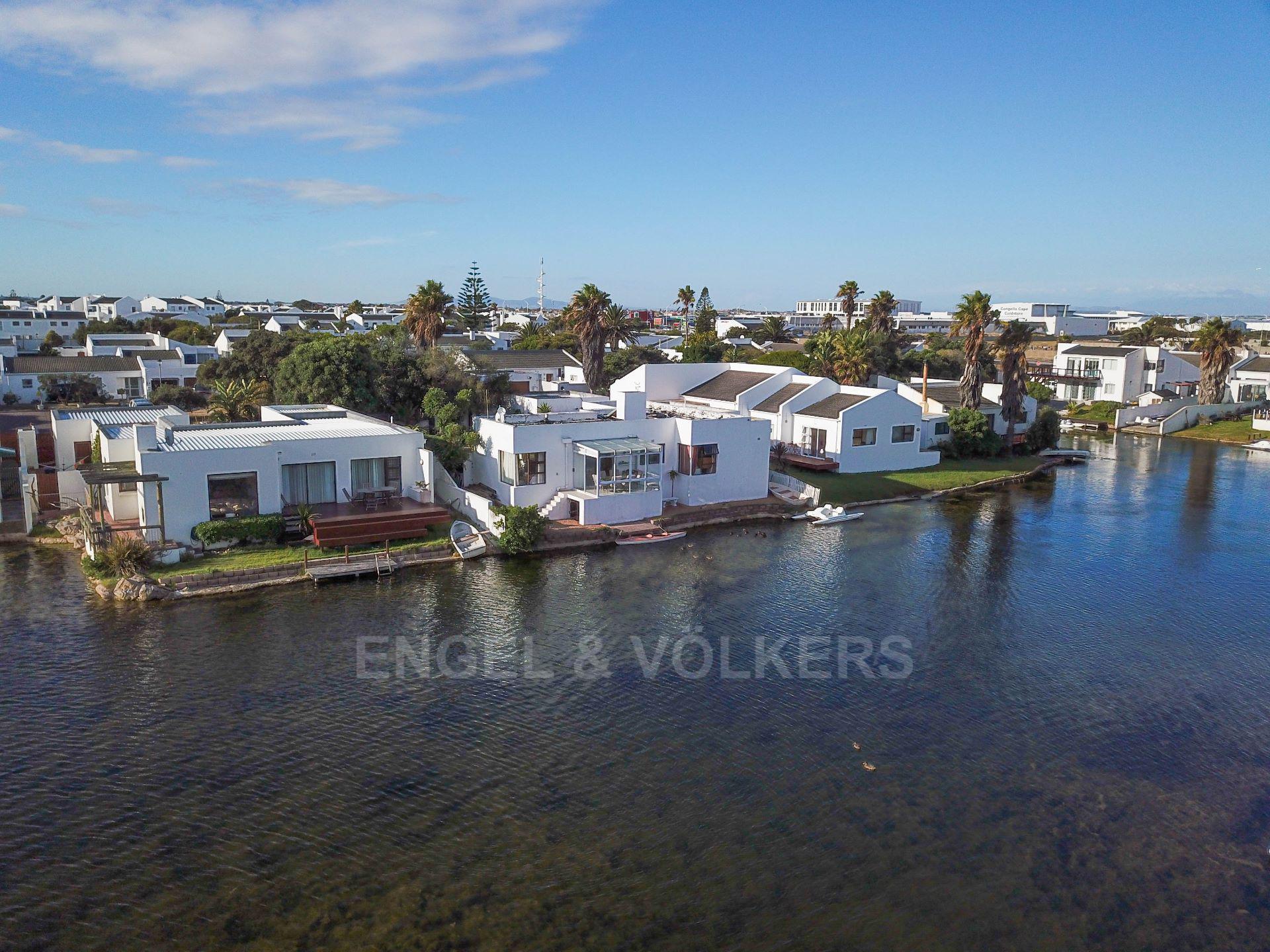 Marina Da Gama property for sale. Ref No: 13563396. Picture no 3