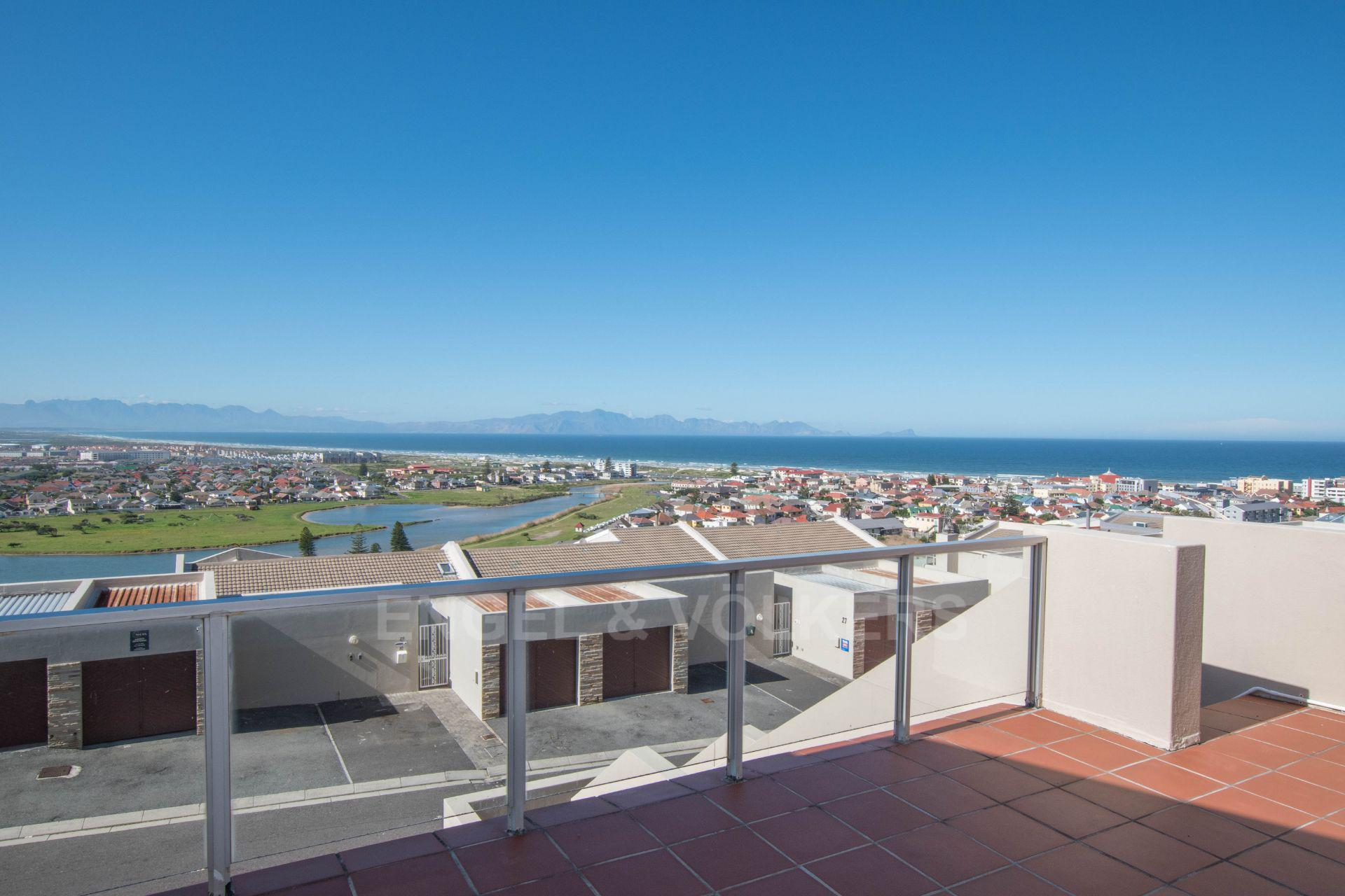 Cape Town, Muizenberg Property    Houses For Sale Muizenberg, MUIZENBERG, Apartment 3 bedrooms property for sale Price:3,050,000