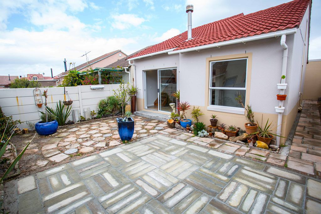 Cape Town, Muizenberg Property  | Houses For Sale Muizenberg, MUIZENBERG, House 2 bedrooms property for sale Price:1,395,000