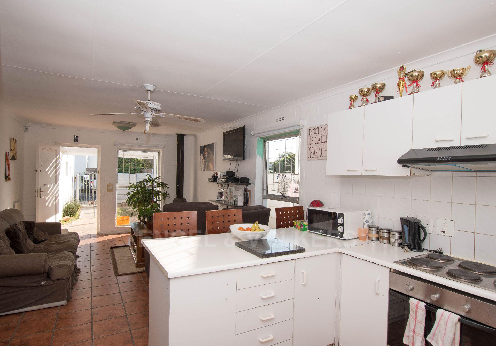 Property and Houses for sale in Marina Da Gama, House, 3 Bedrooms - ZAR 1,395,000