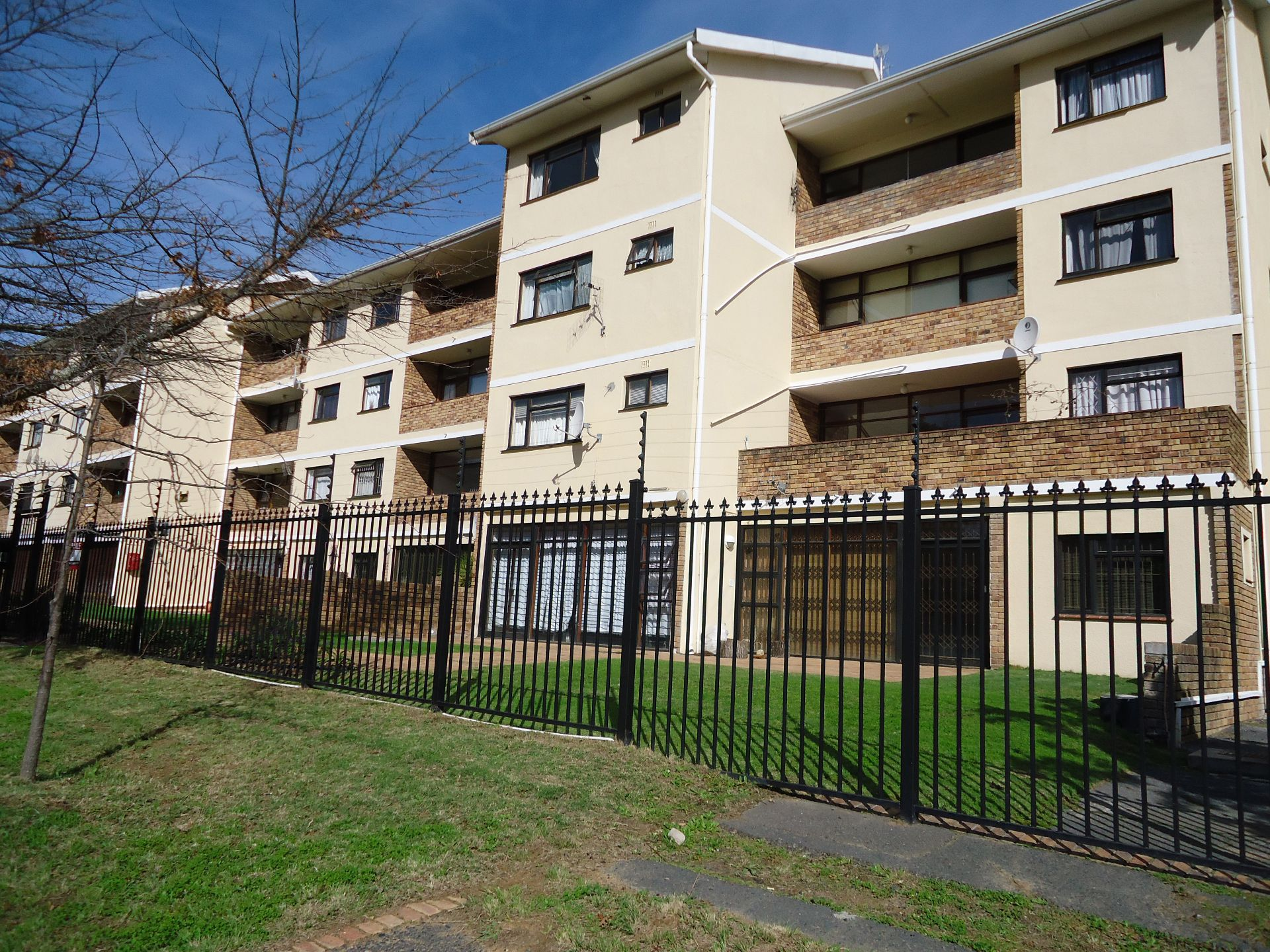 Property and Houses for sale in Uniepark, Apartment, 2 Bedrooms - ZAR 3,265,000