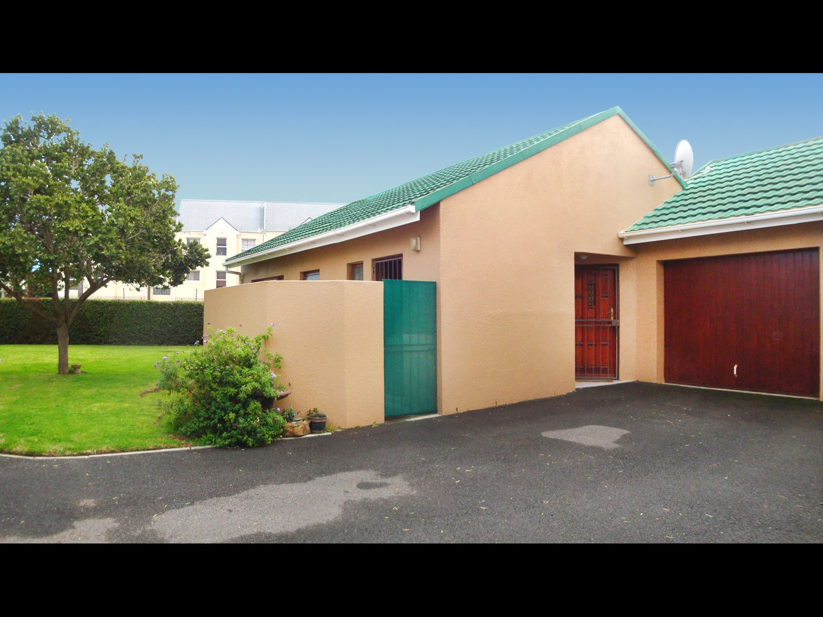Strand South property for sale. Ref No: 13674227. Picture no 1