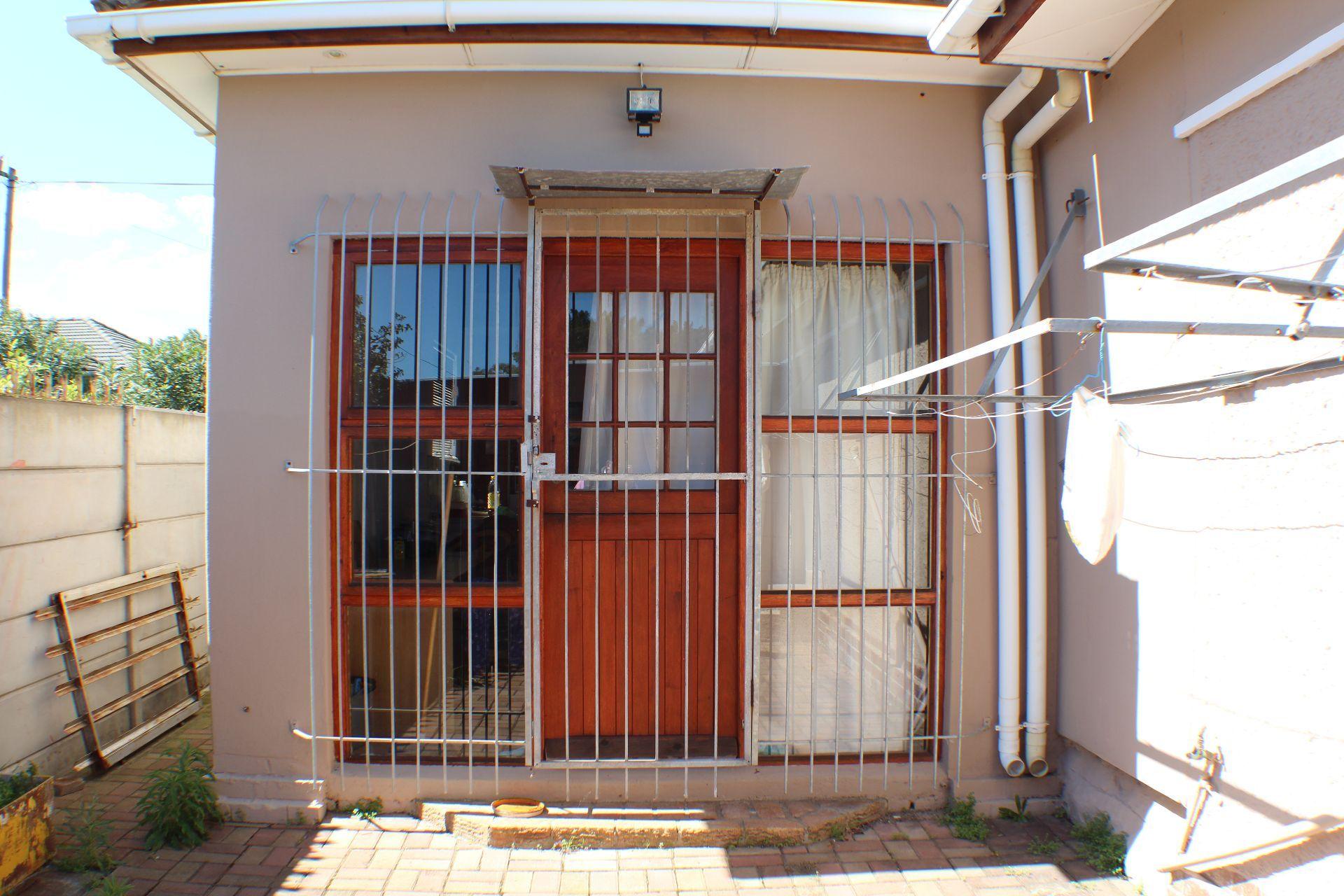 Strand North property for sale. Ref No: 13482082. Picture no 13