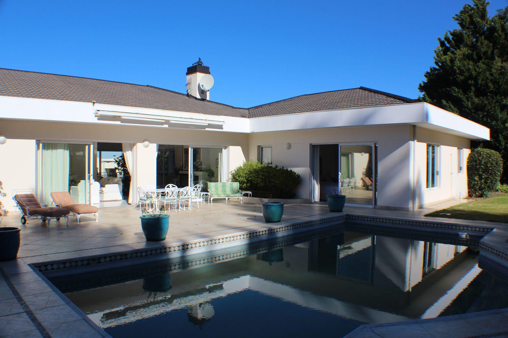 Erinvale Golf Estate property for sale. Ref No: 13509371. Picture no 2