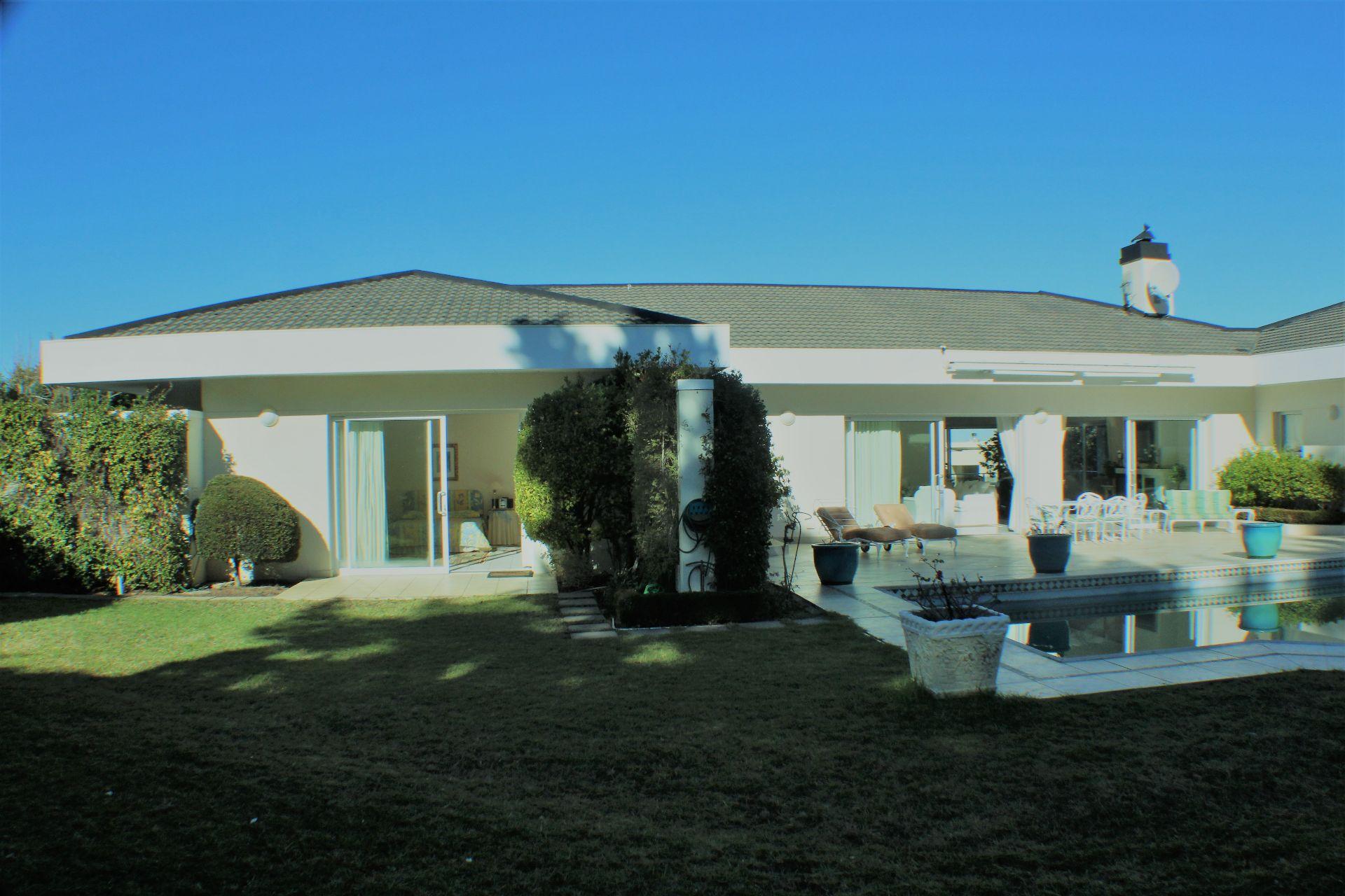 Erinvale Golf Estate property for sale. Ref No: 13509371. Picture no 3