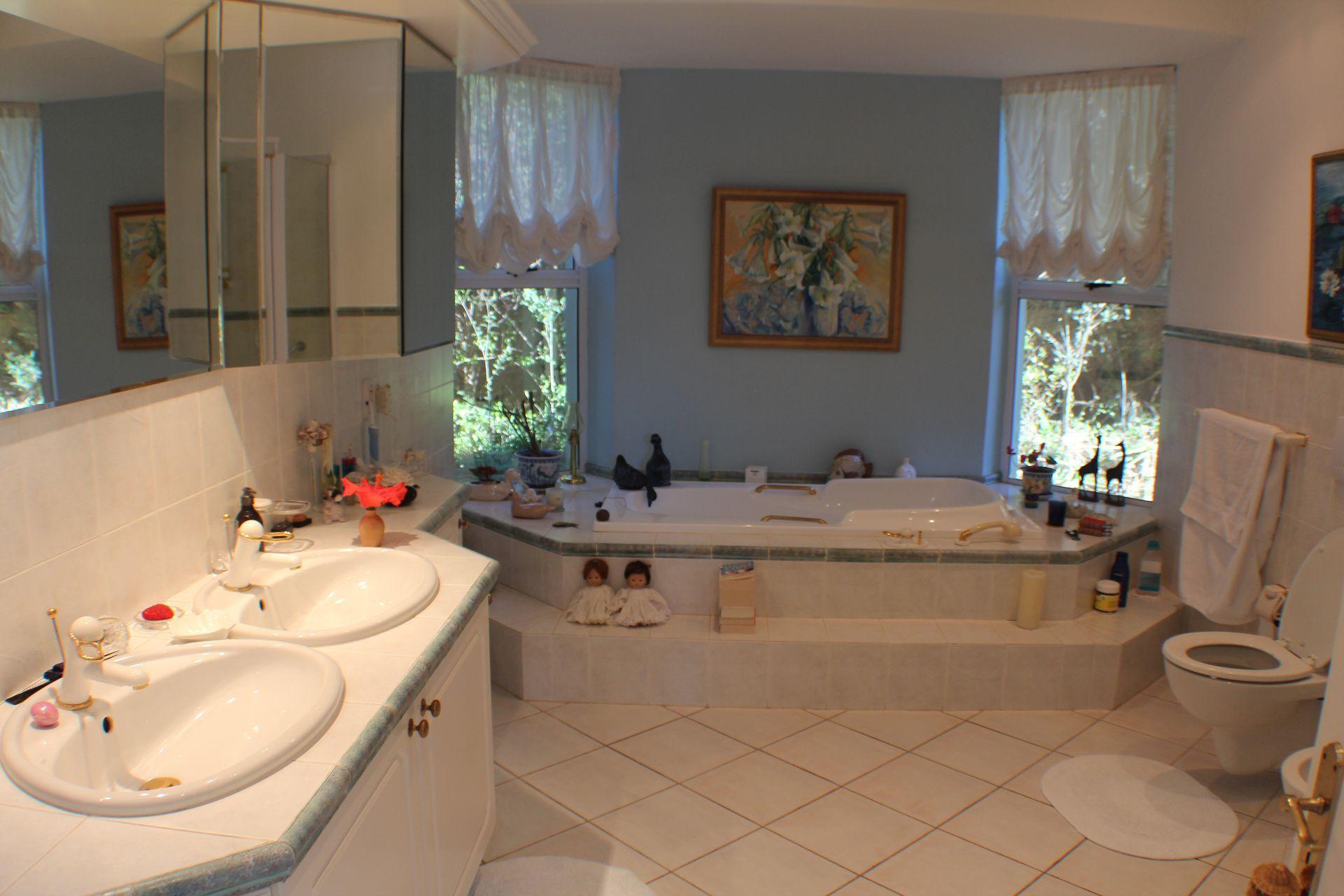 Erinvale Golf Estate property for sale. Ref No: 13509371. Picture no 17
