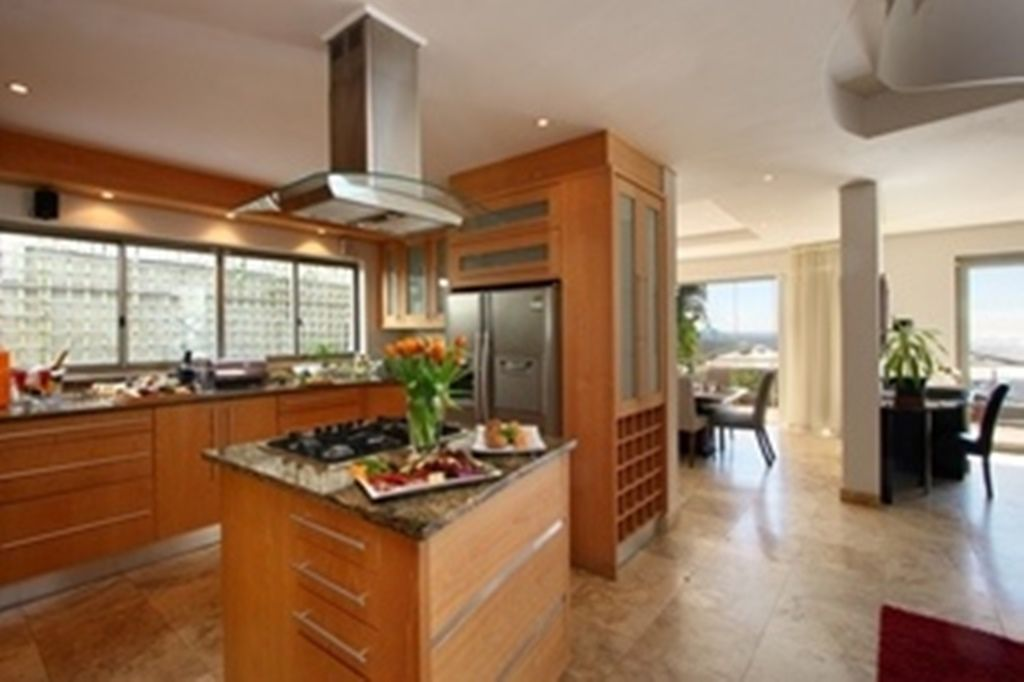 Camps Bay property for sale. Ref No: 2986870. Picture no 3