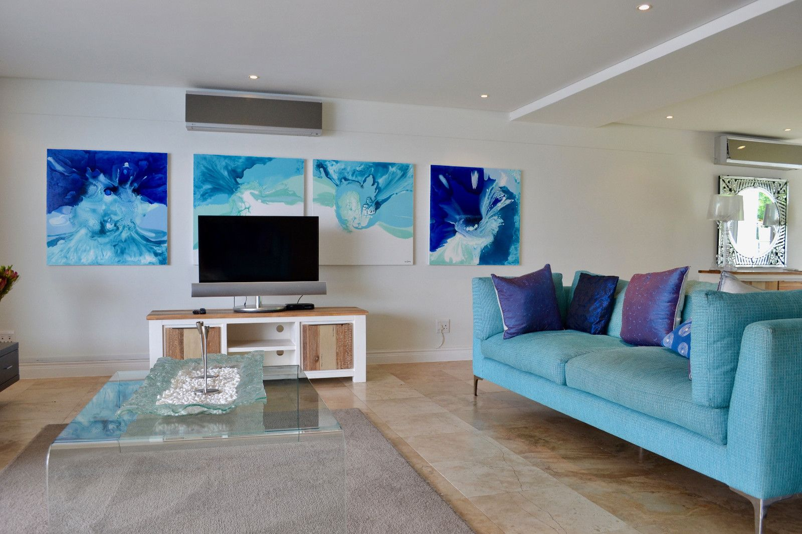 Camps Bay property to rent. Ref No: 13398136. Picture no 11