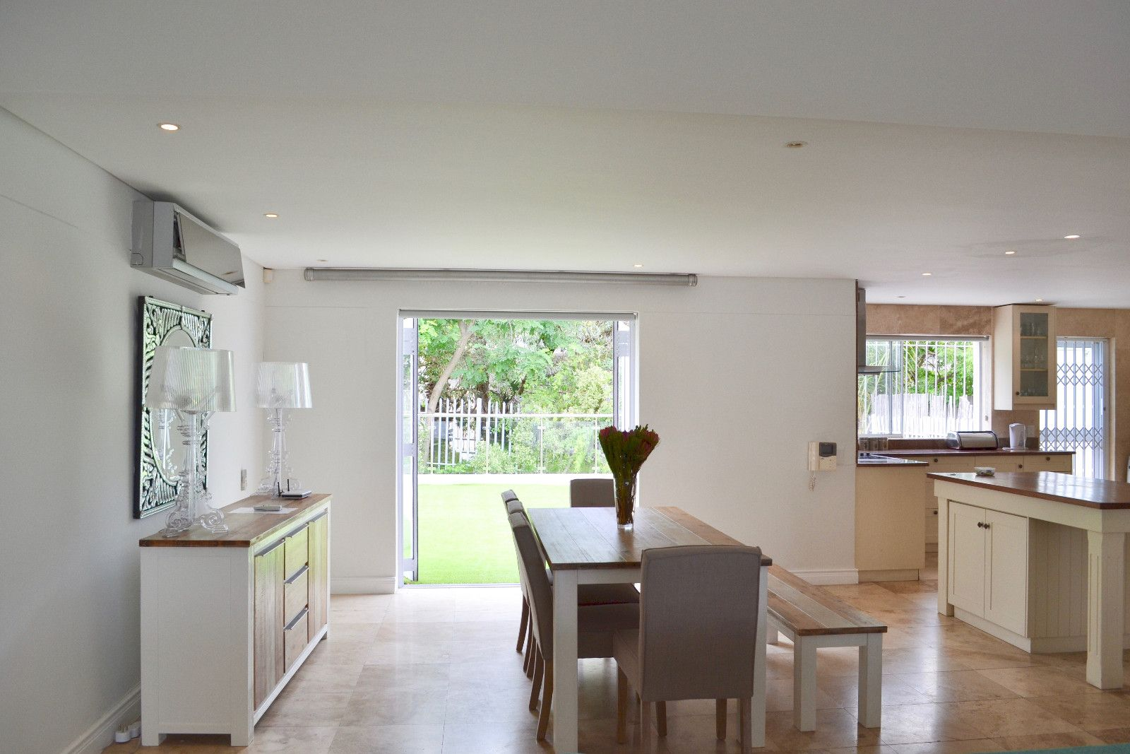 Camps Bay property to rent. Ref No: 13398136. Picture no 3
