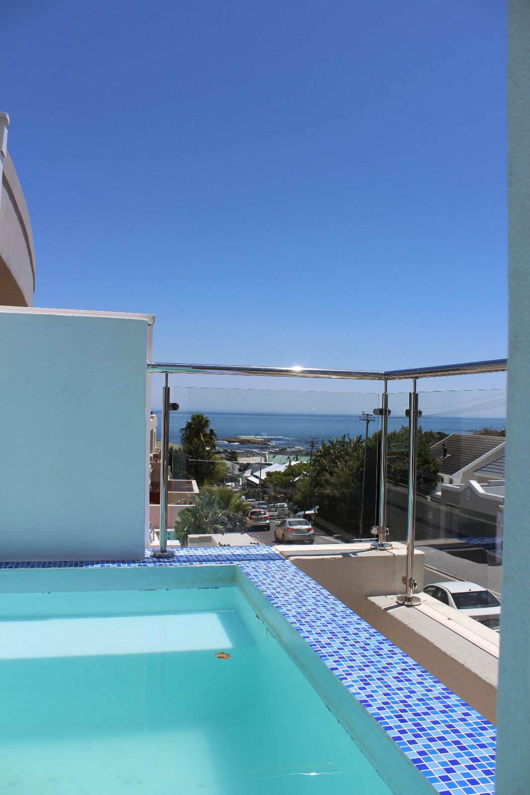 Camps Bay property to rent. Ref No: 13398136. Picture no 22