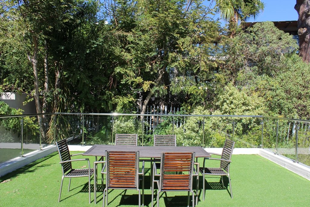 Camps Bay property to rent. Ref No: 13398136. Picture no 23