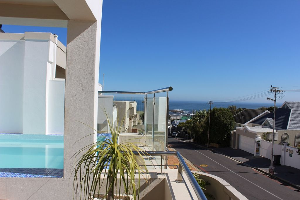 Camps Bay property to rent. Ref No: 13398136. Picture no 27