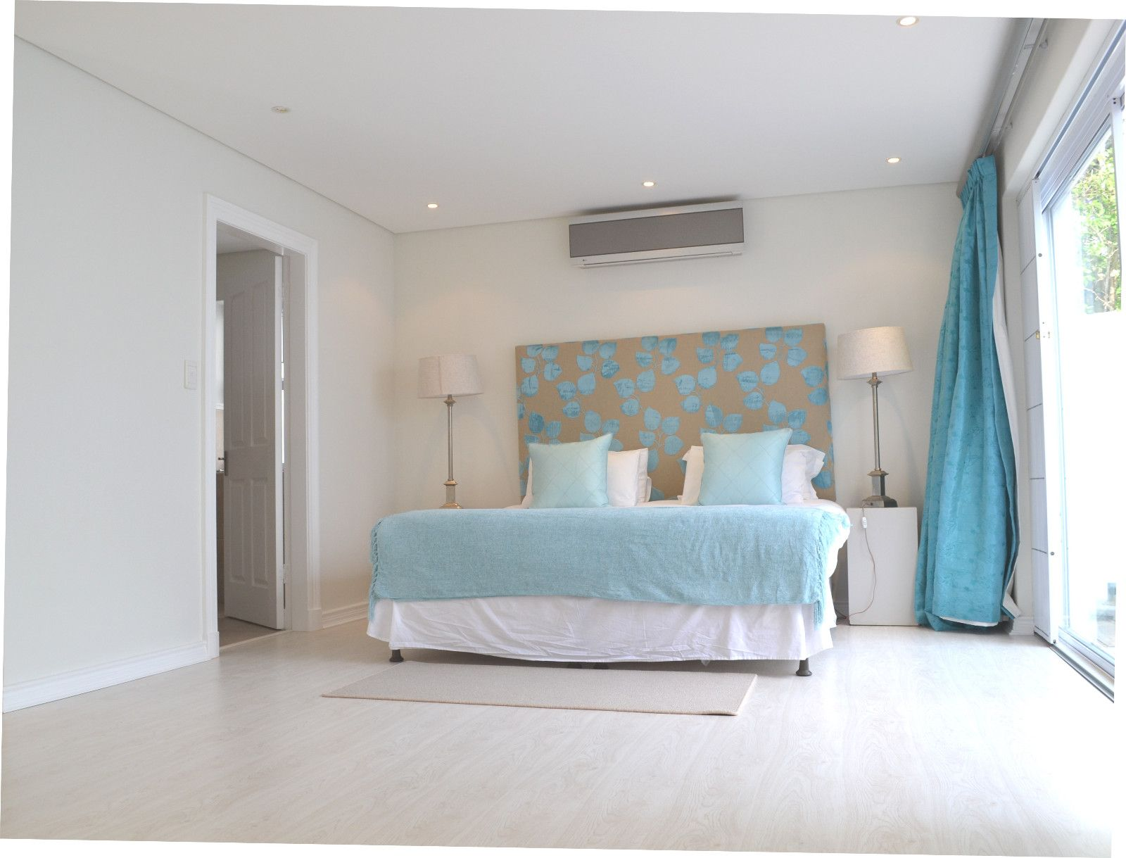 Camps Bay property to rent. Ref No: 13398136. Picture no 13