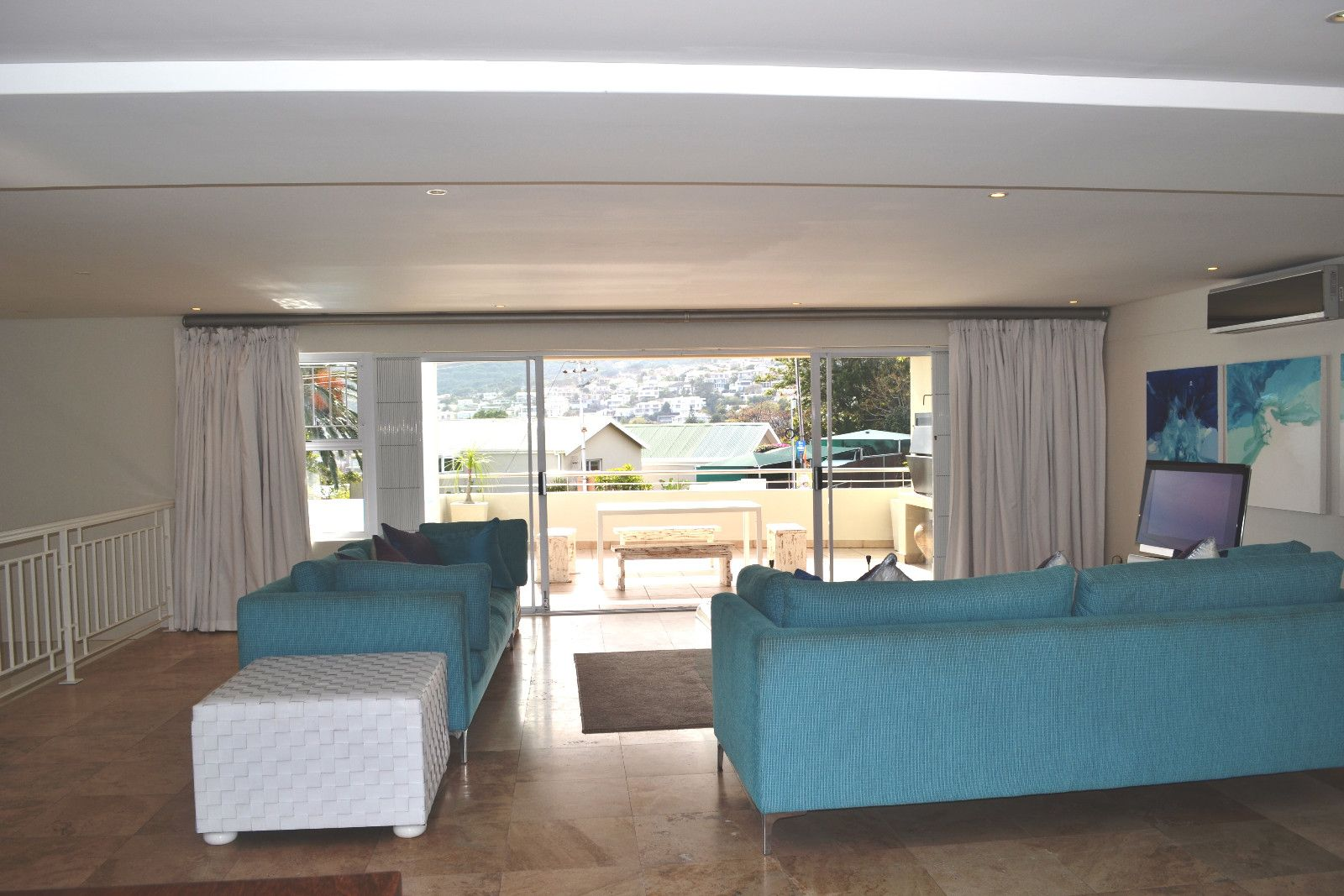 Camps Bay property to rent. Ref No: 13398136. Picture no 10