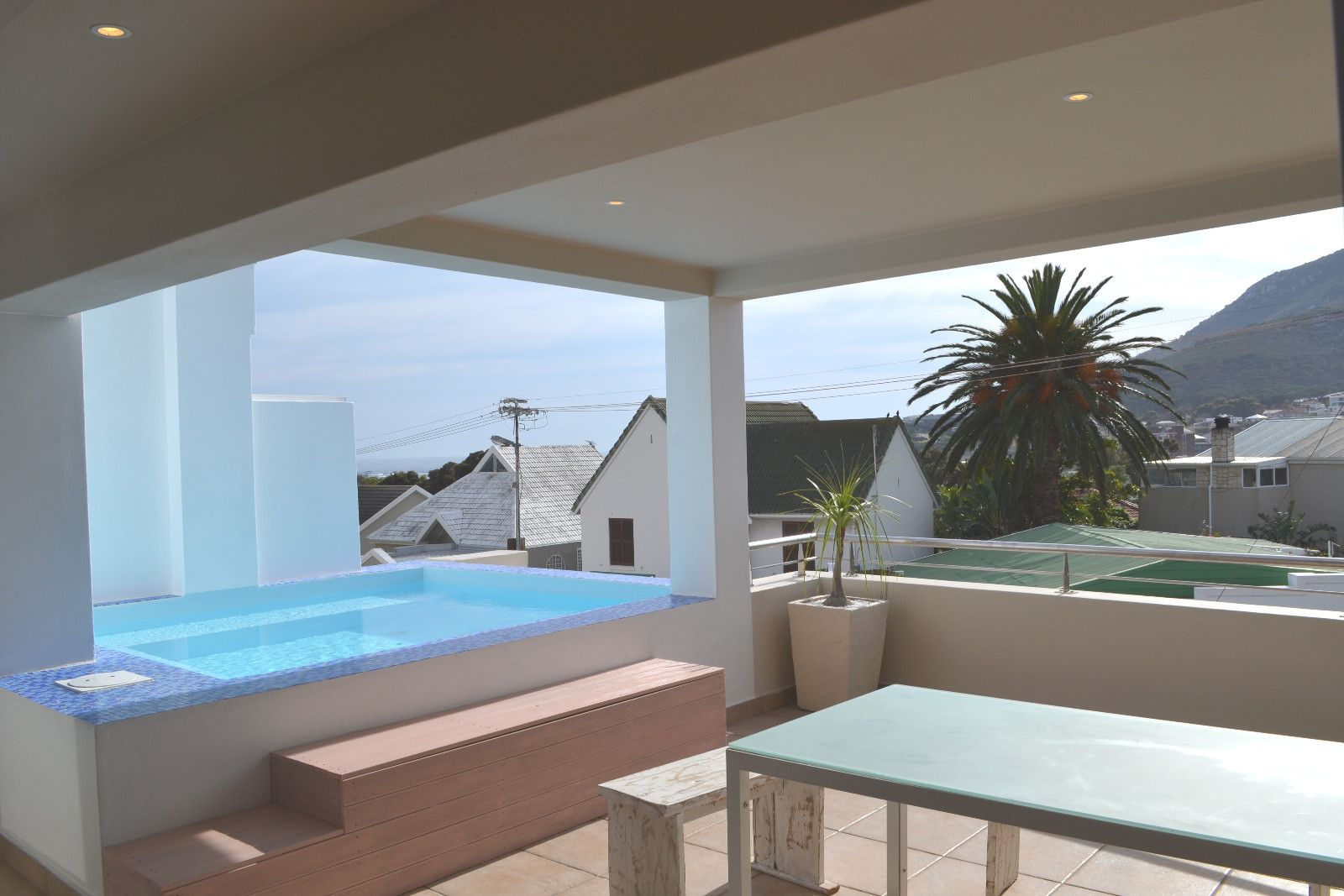 Camps Bay property to rent. Ref No: 13398136. Picture no 18