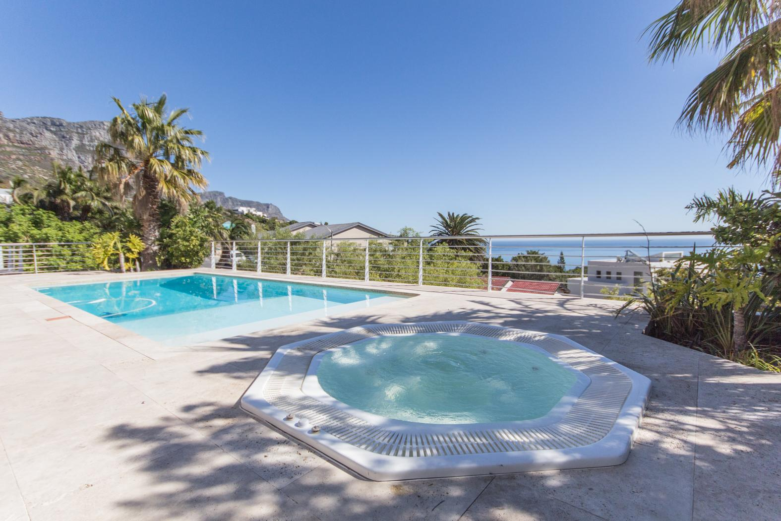 Camps Bay property to rent. Ref No: 13246812. Picture no 24