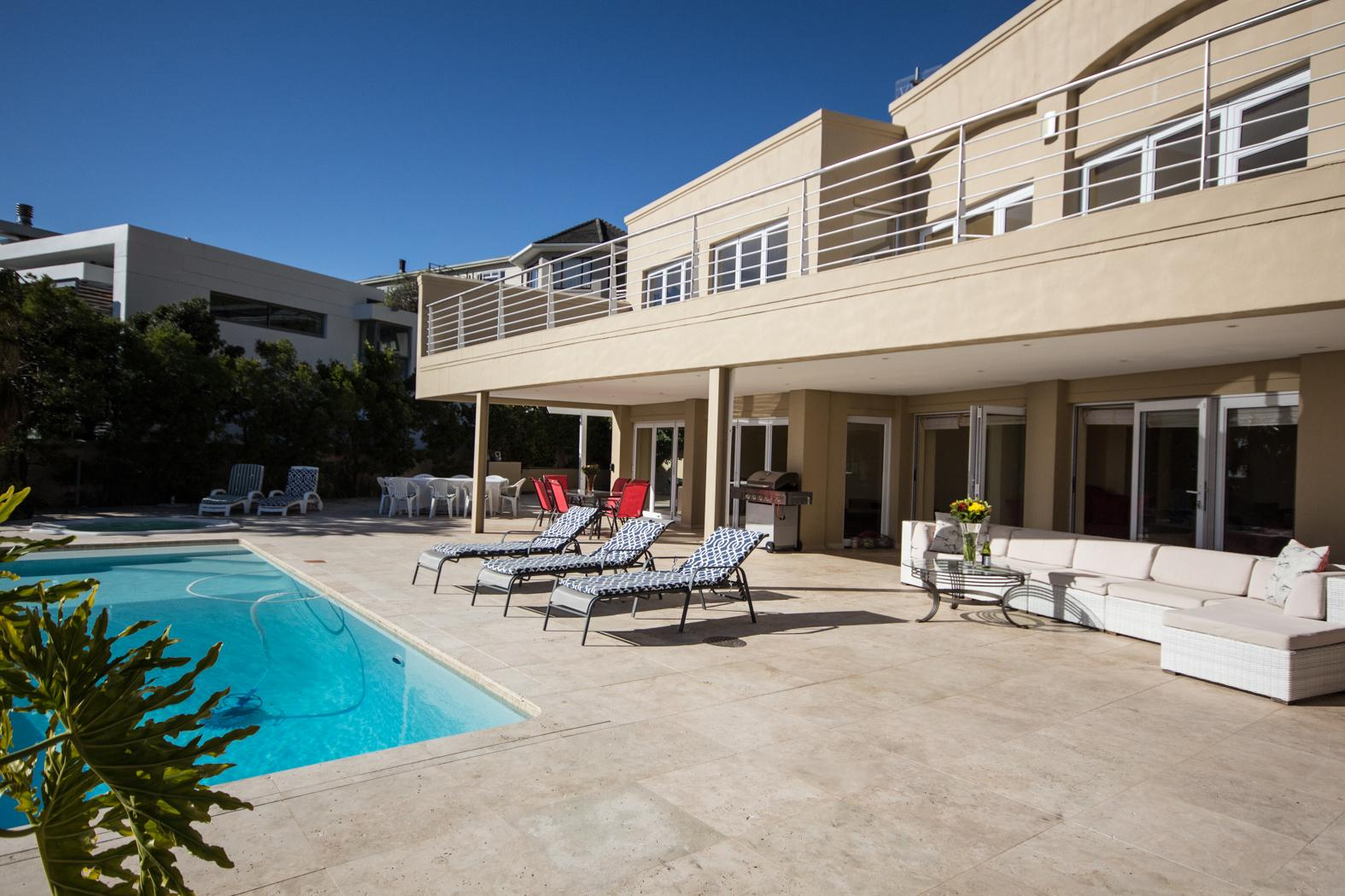 Camps Bay property to rent. Ref No: 13246812. Picture no 30