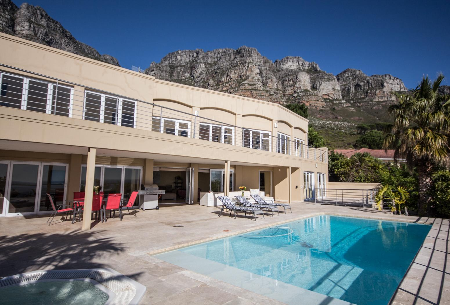 Camps Bay property to rent. Ref No: 13246812. Picture no 31