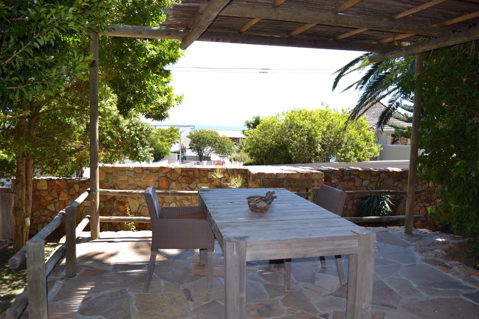 Camps Bay property to rent. Ref No: 13398138. Picture no 16