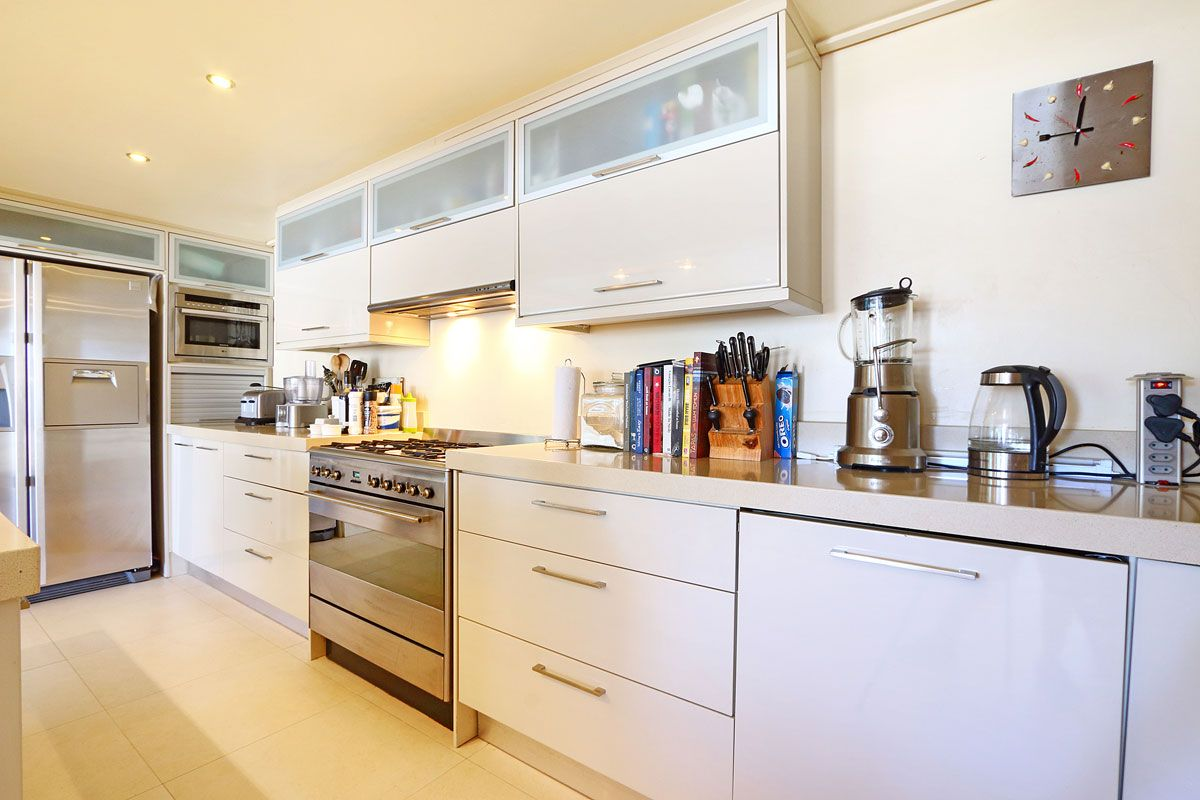 Camps Bay property to rent. Ref No: 13383813. Picture no 11