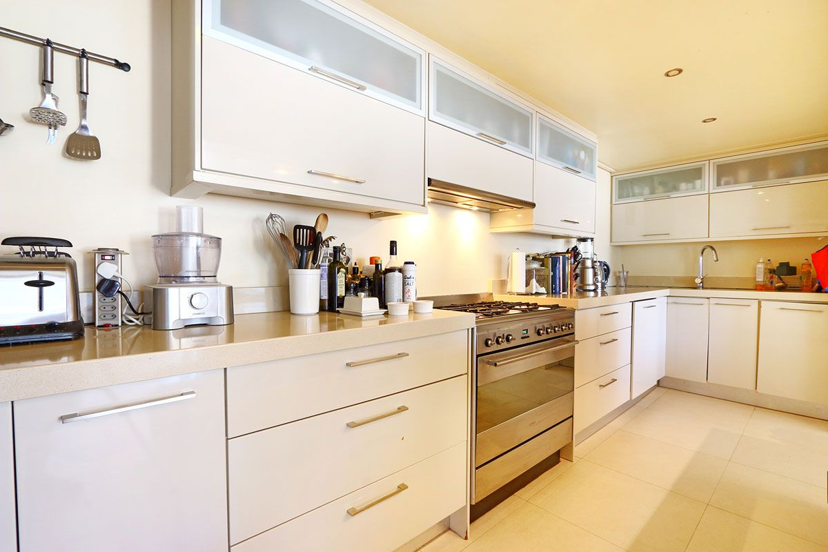 Camps Bay property to rent. Ref No: 13383813. Picture no 12