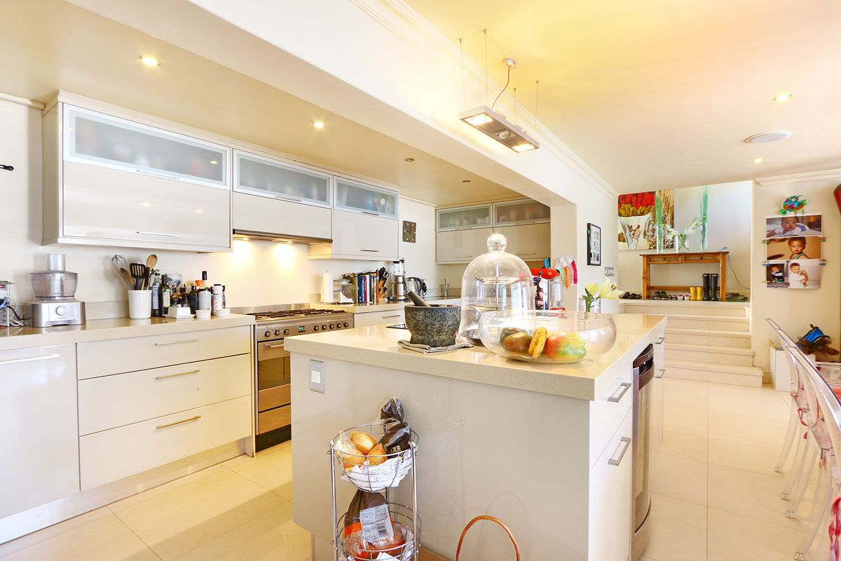 Camps Bay property to rent. Ref No: 13383813. Picture no 13