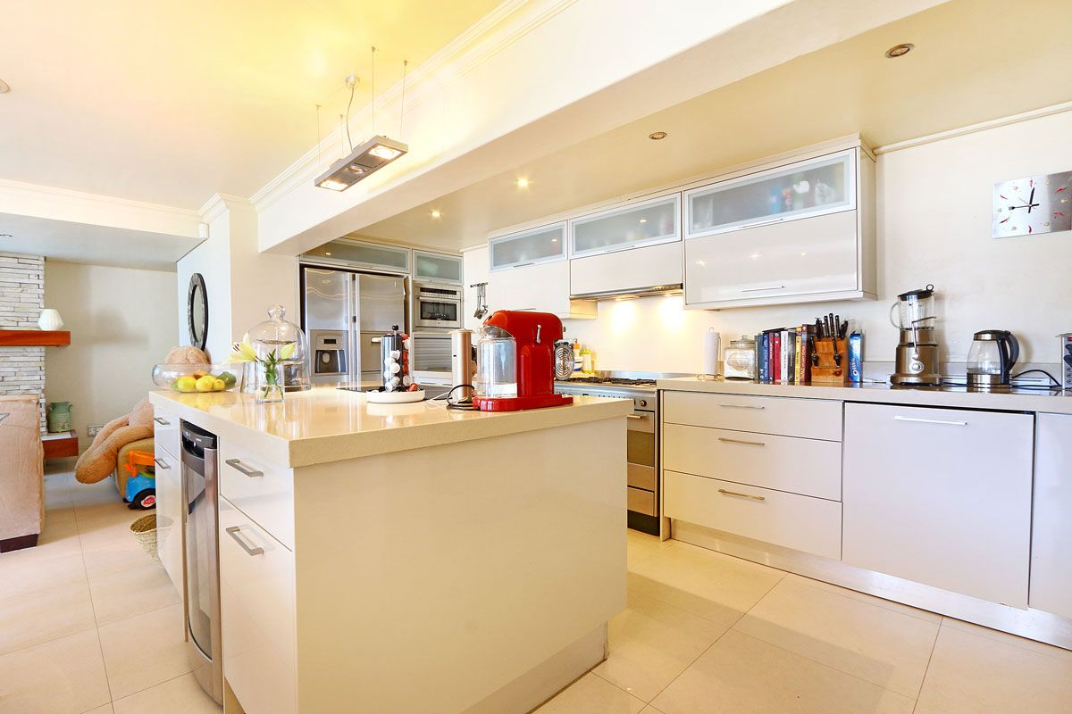 Camps Bay property to rent. Ref No: 13383813. Picture no 14