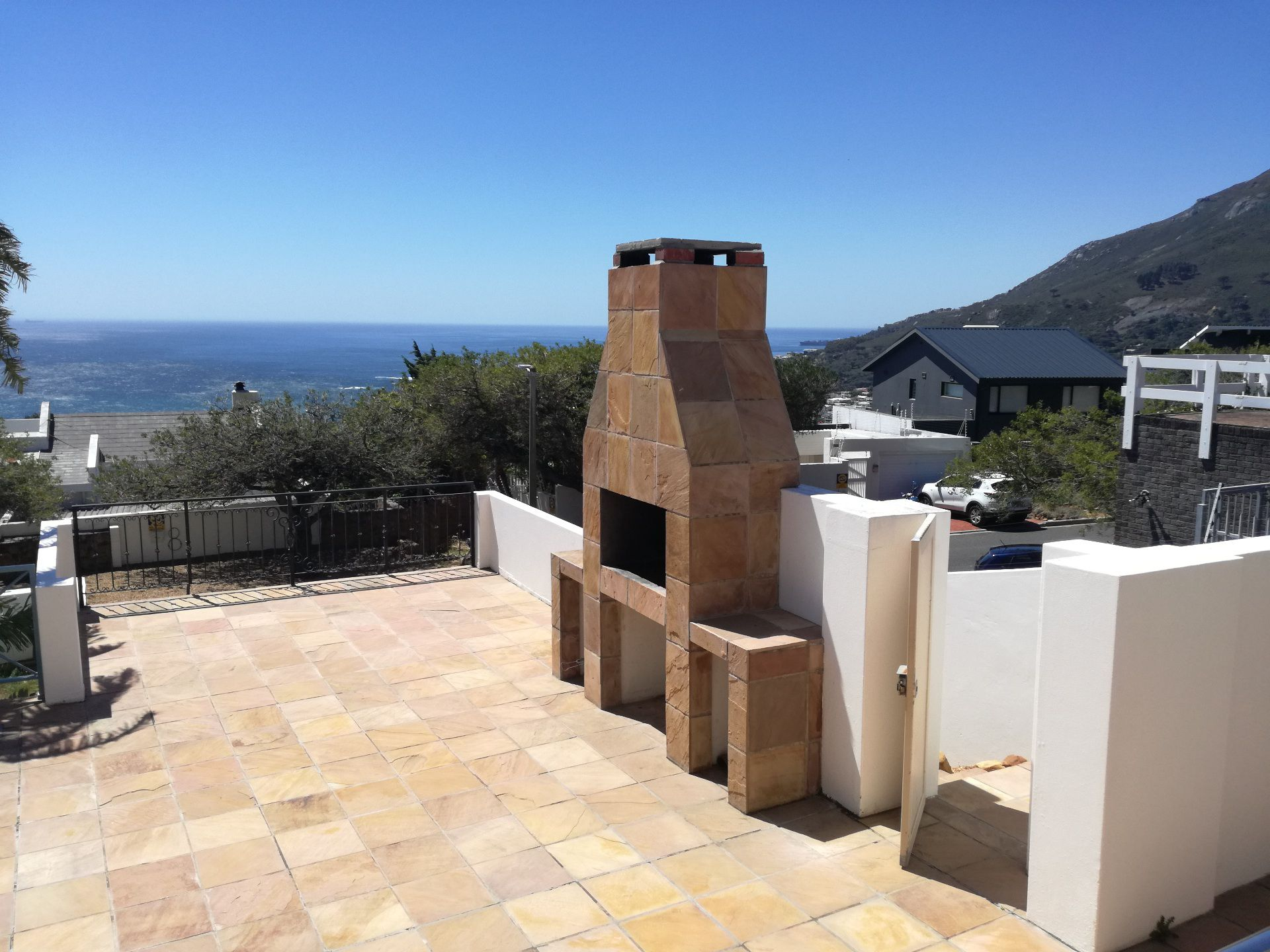 Camps Bay property to rent. Ref No: 13566796. Picture no 10