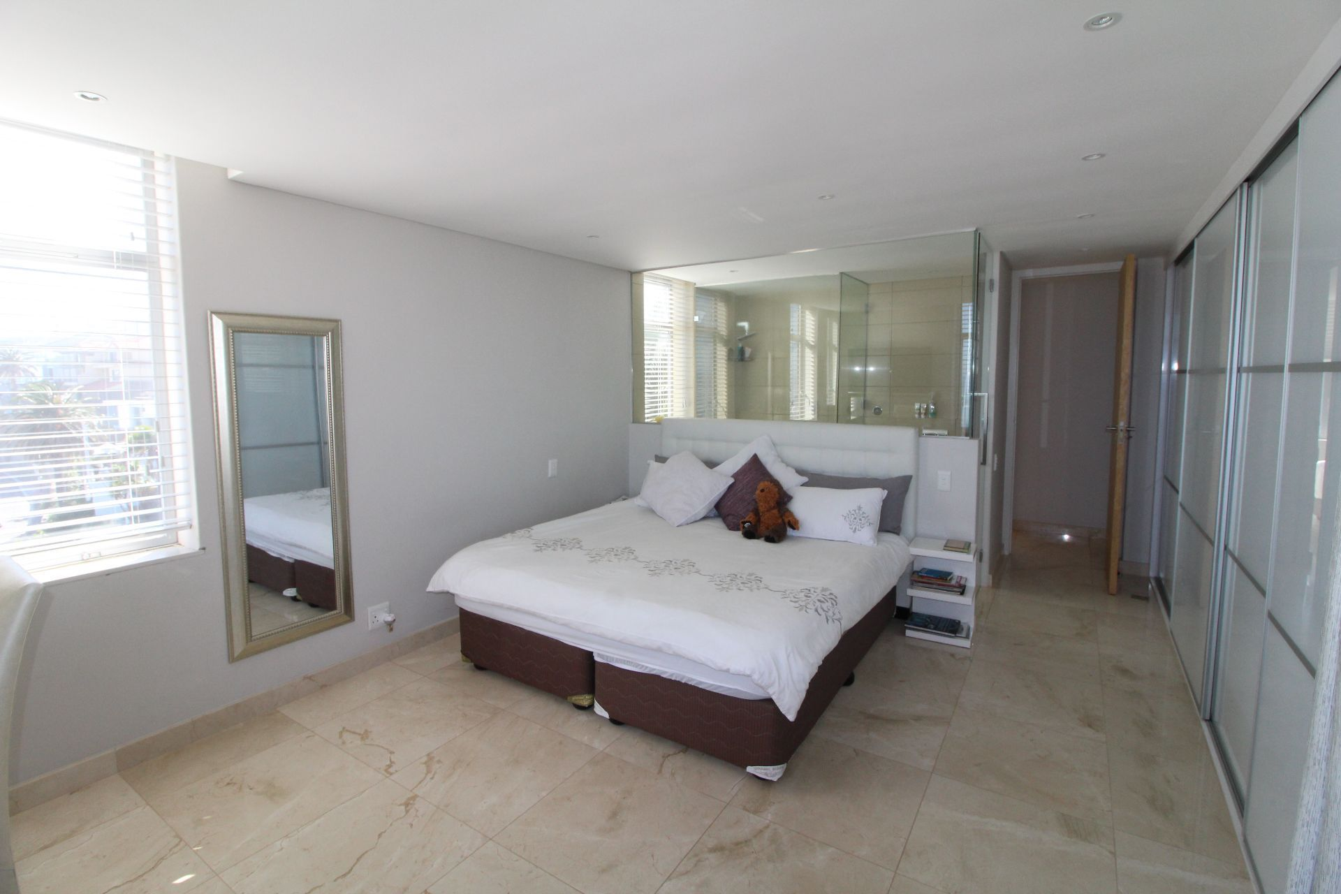 Camps Bay property to rent. Ref No: 13233885. Picture no 12