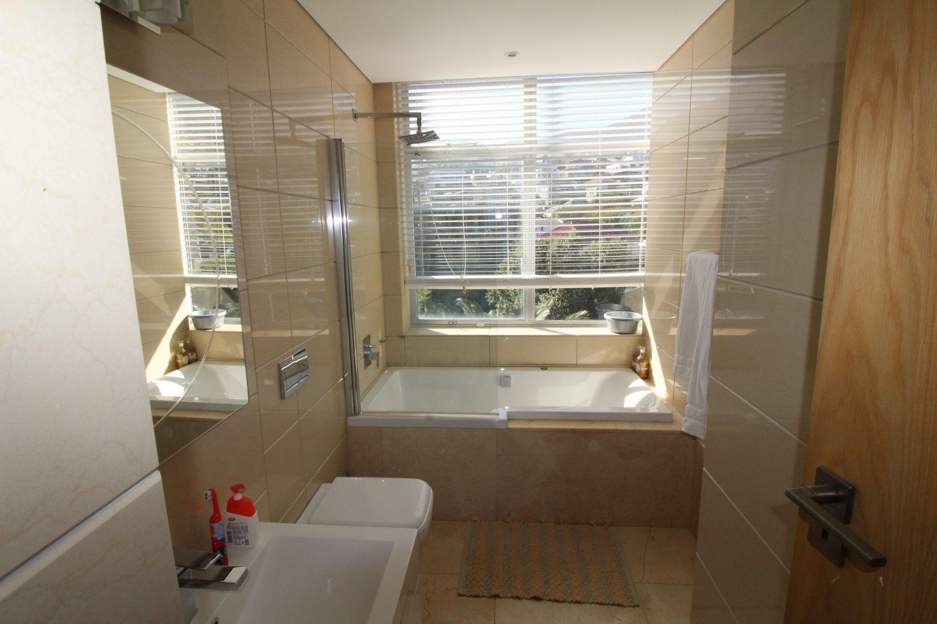 Camps Bay property to rent. Ref No: 13233885. Picture no 14