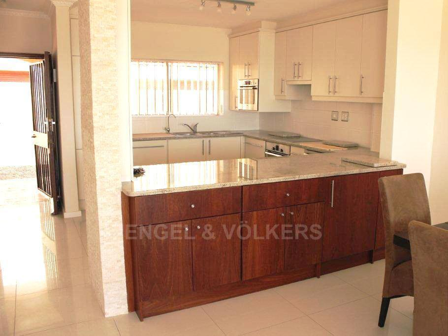 Camps Bay property to rent. Ref No: 13351334. Picture no 6