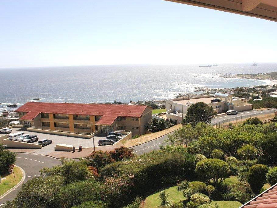 Camps Bay property to rent. Ref No: 13351334. Picture no 14