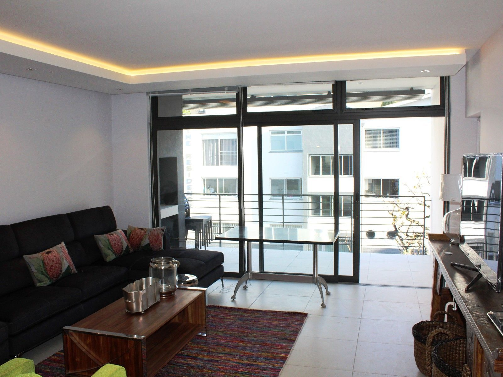 Green Point property for sale. Ref No: 13356291. Picture no 2