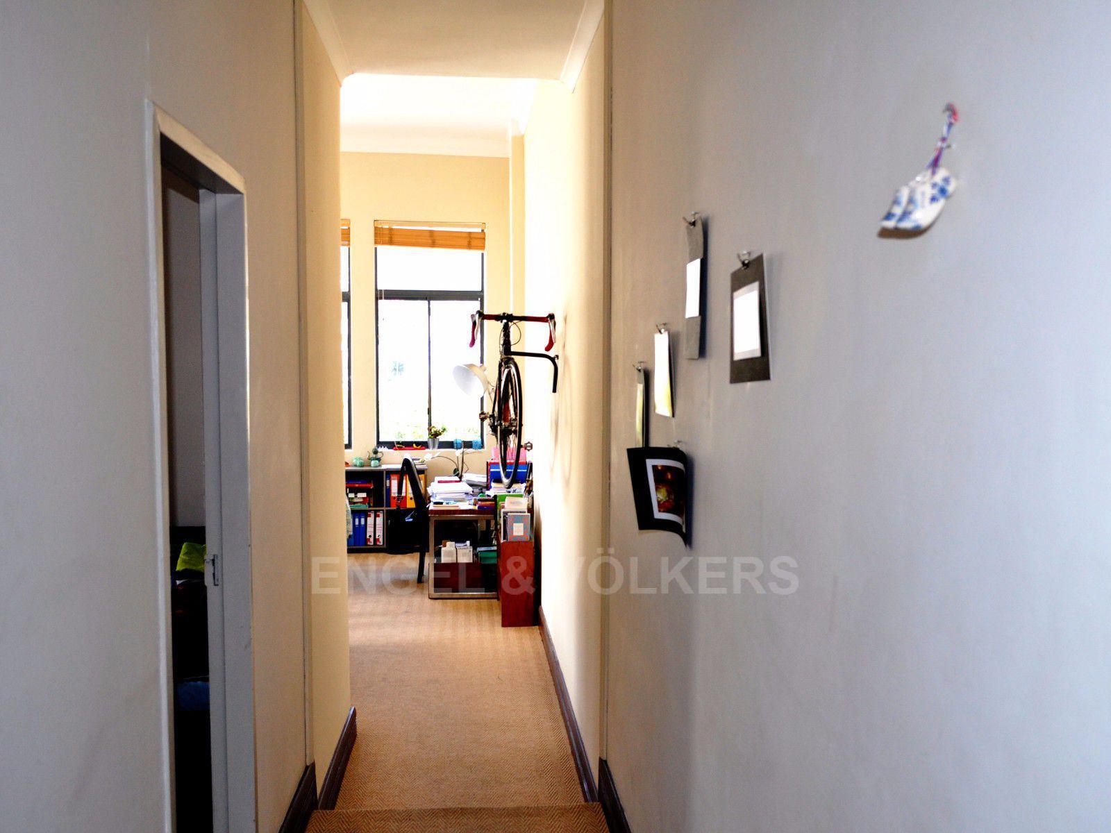 Cape Town City Centre property for sale. Ref No: 13394445. Picture no 8